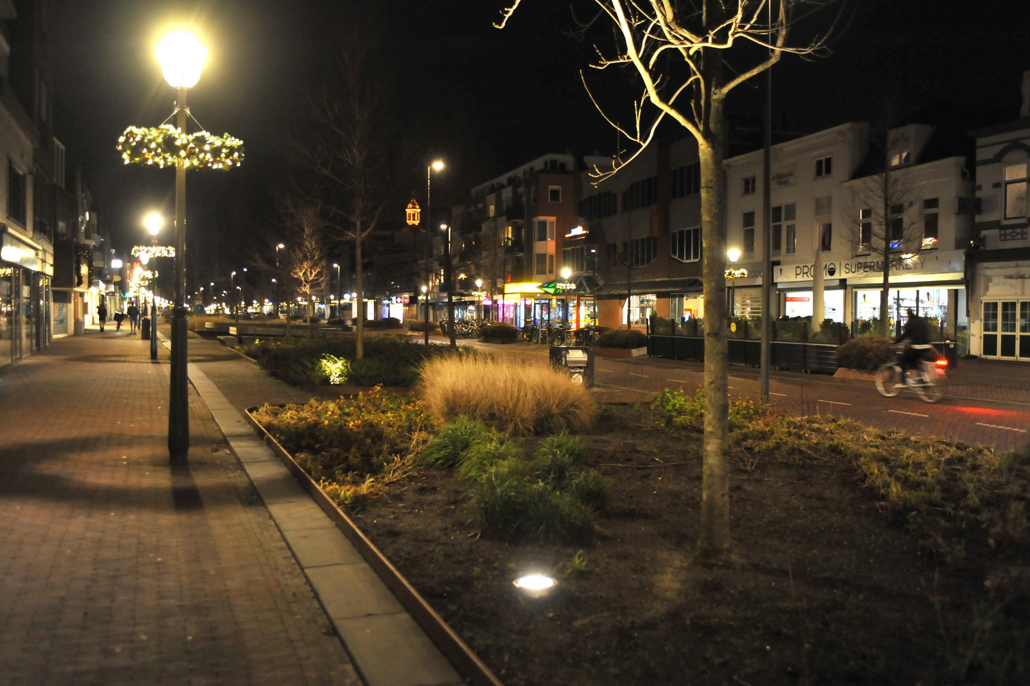 De avondklok omzeilen met een sprintje in een zijstraat; zo zag de avondklok in Beverwijk eruit