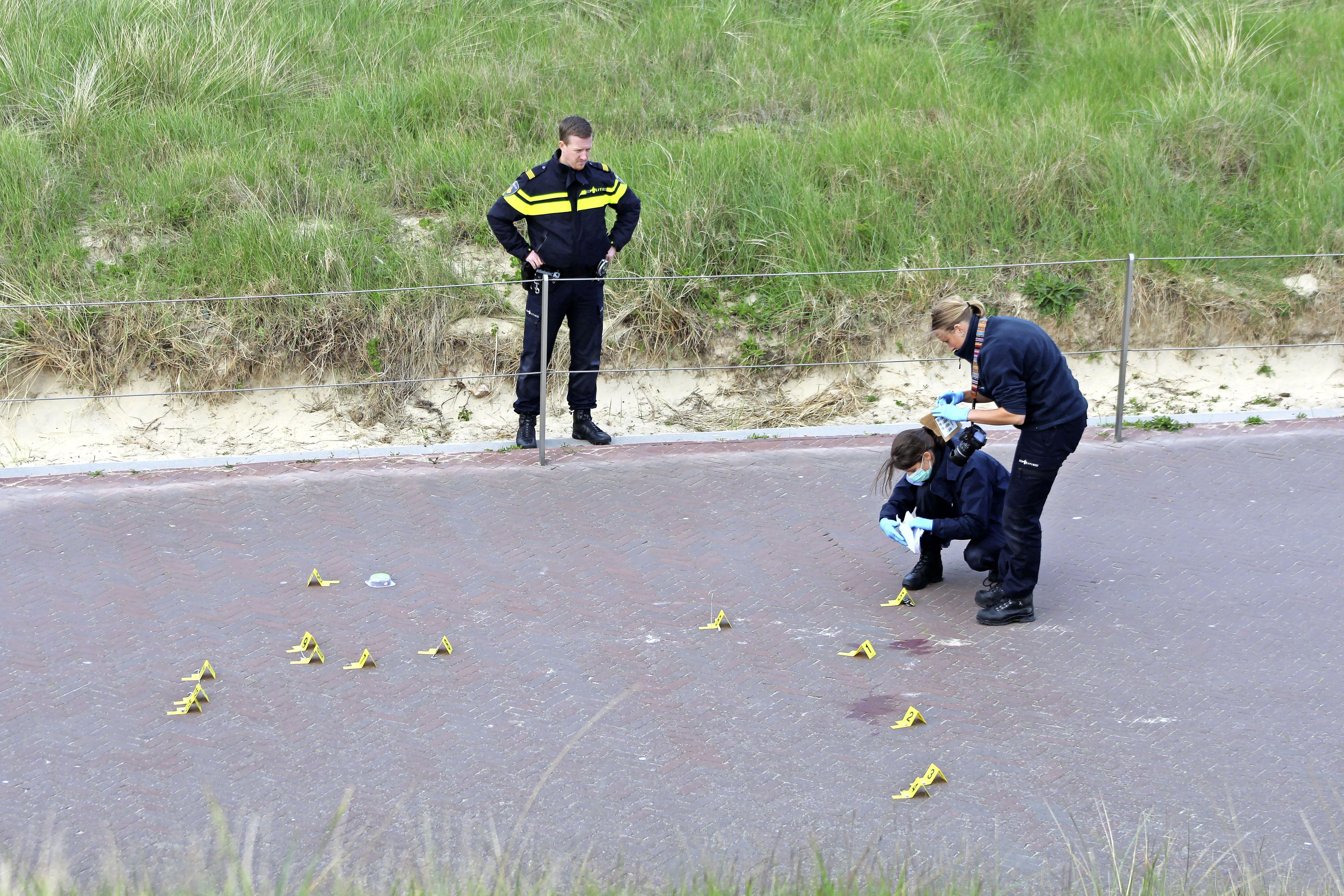 Buitensporig geweld van dronken jongeren tegen Duitse vakantiegangers in Egmond aan Zee. Een slachtoffer raakte arbeidsongeschikt, een ander heeft epileptische aanvallen. Verdachten hangen cel- en werkstraffen boven het hoofd
