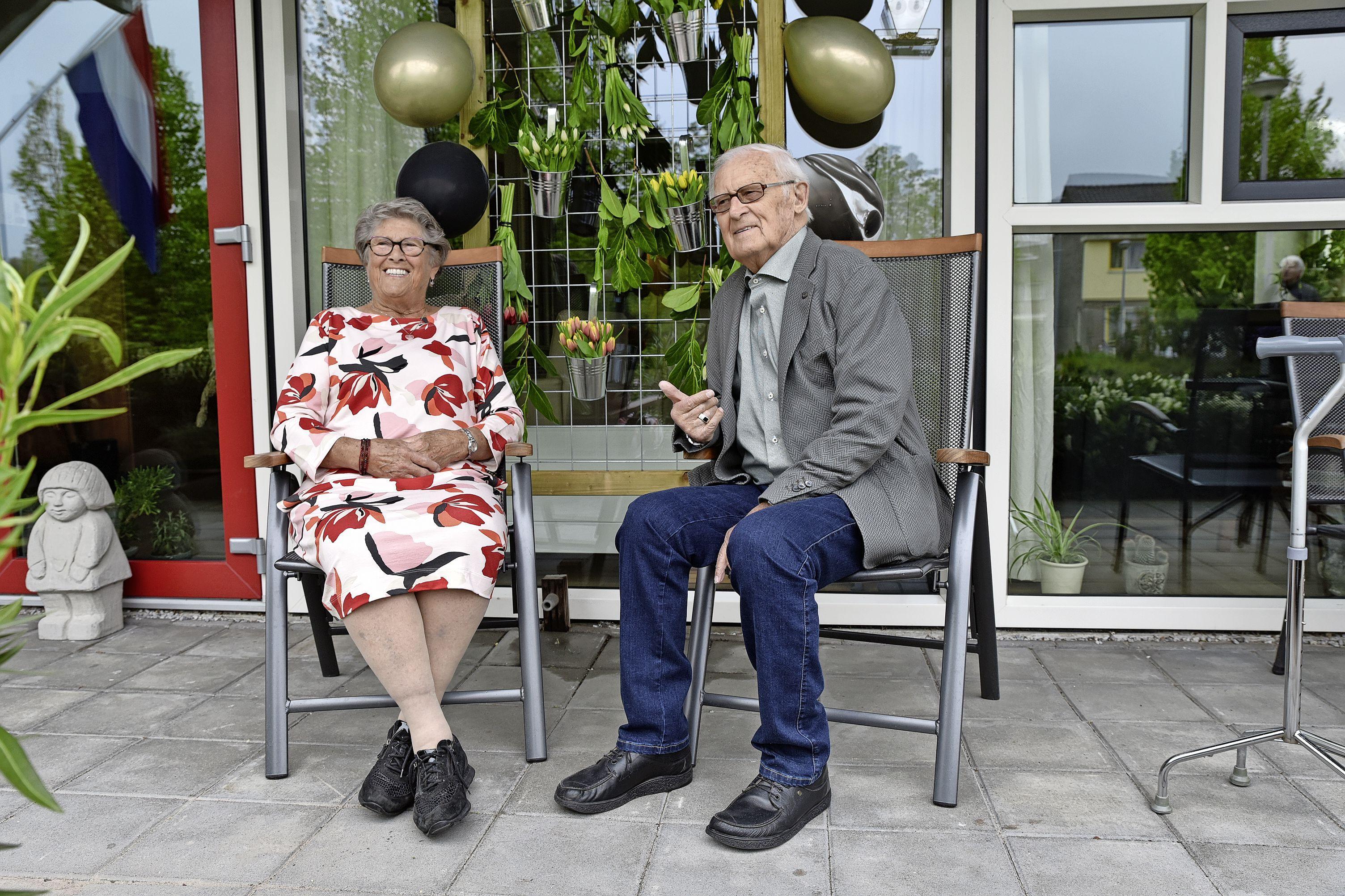 Afra en Simon Deen vieren bruiloft al 65 jaar op verkeerde datum. 'Het was gewoon het meest praktische'