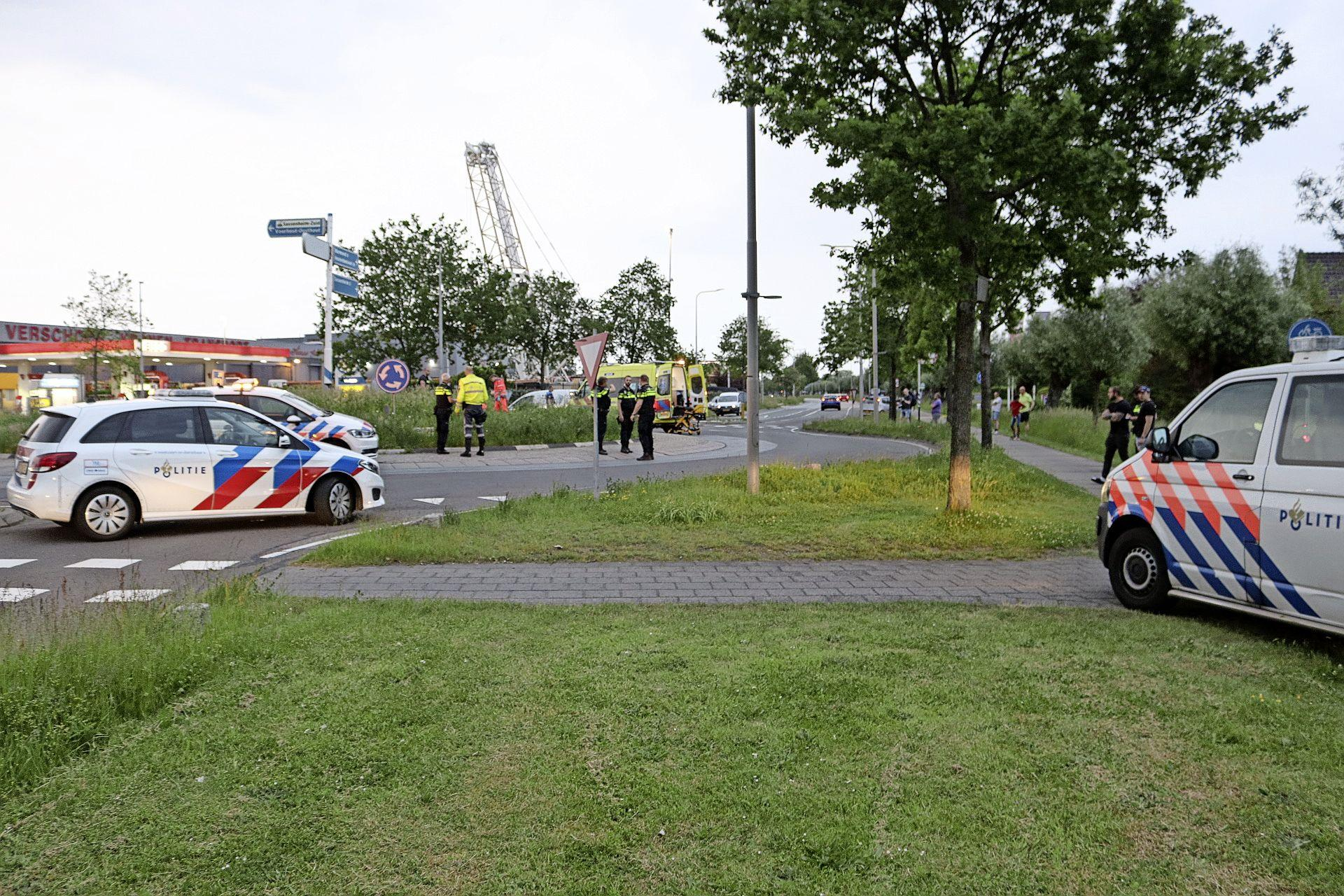 Motorrijder vliegt uit bocht op Rijksstraatweg in Sassenheim, slachtoffer overleden