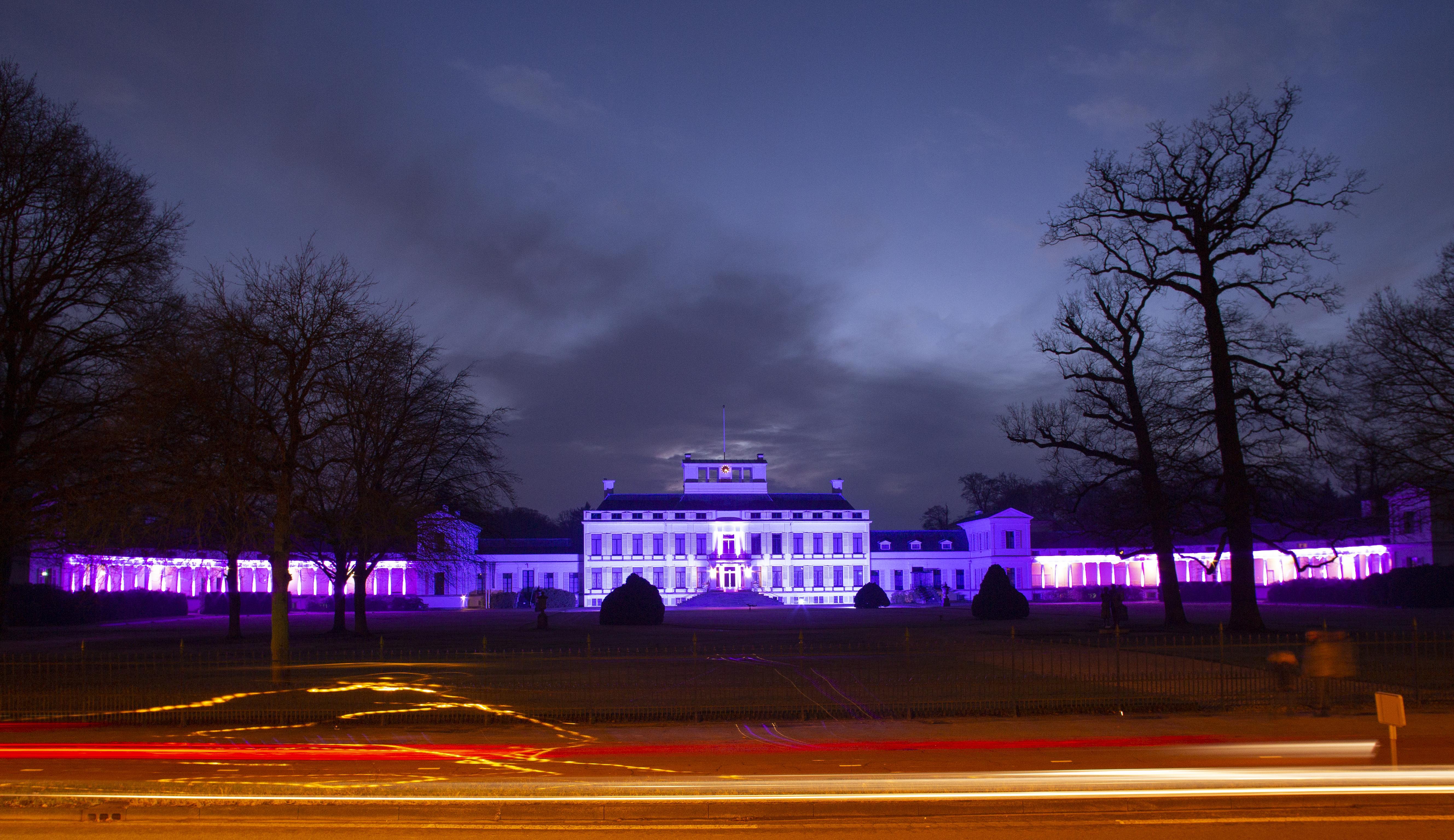Paleis Soestdijk kleurt paars om aandacht te vragen voor Wereld Kanker Dag