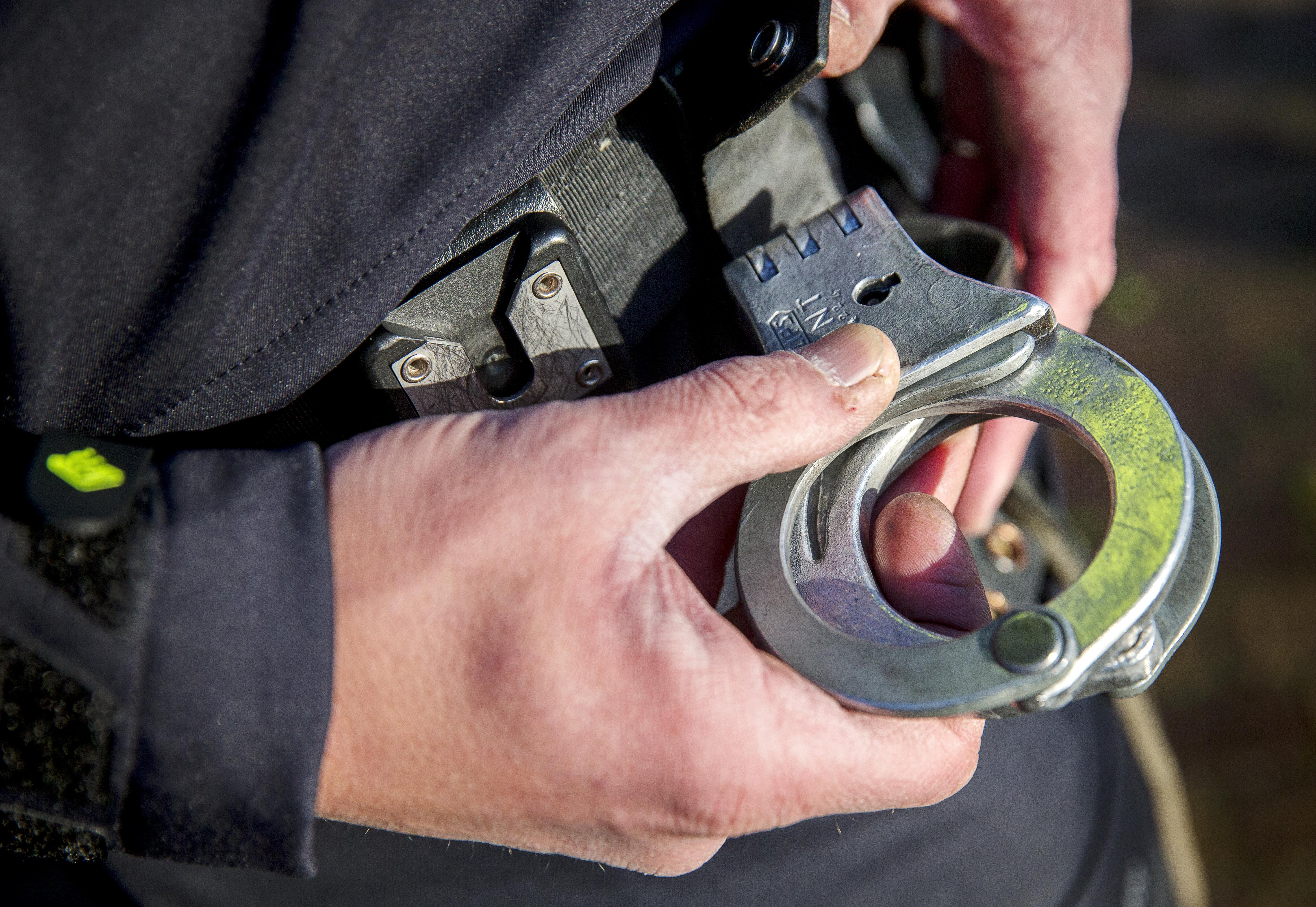 Man aangehouden in IJmuiden om harddrugs in broek