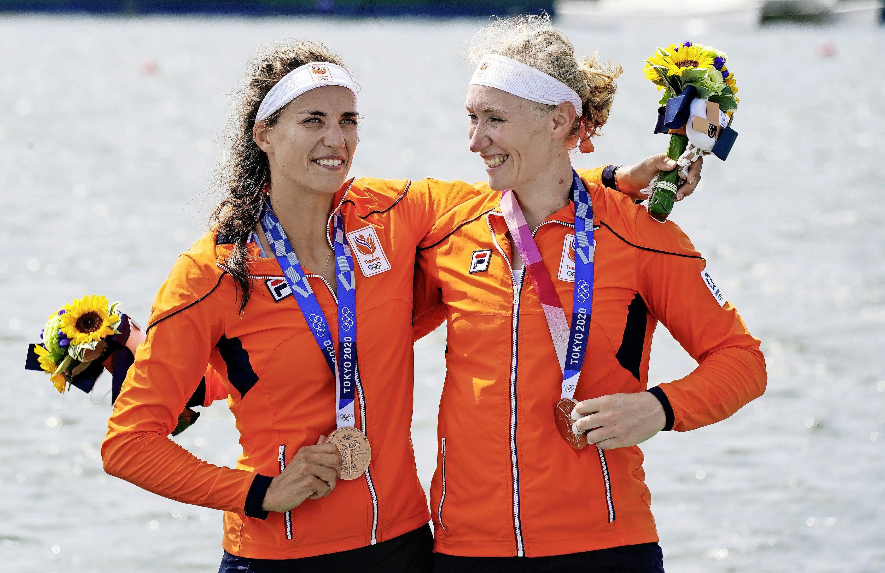 Olympisch brons voor roeisters Roos de Jong (Haarlem) en Lisa Scheenaard
