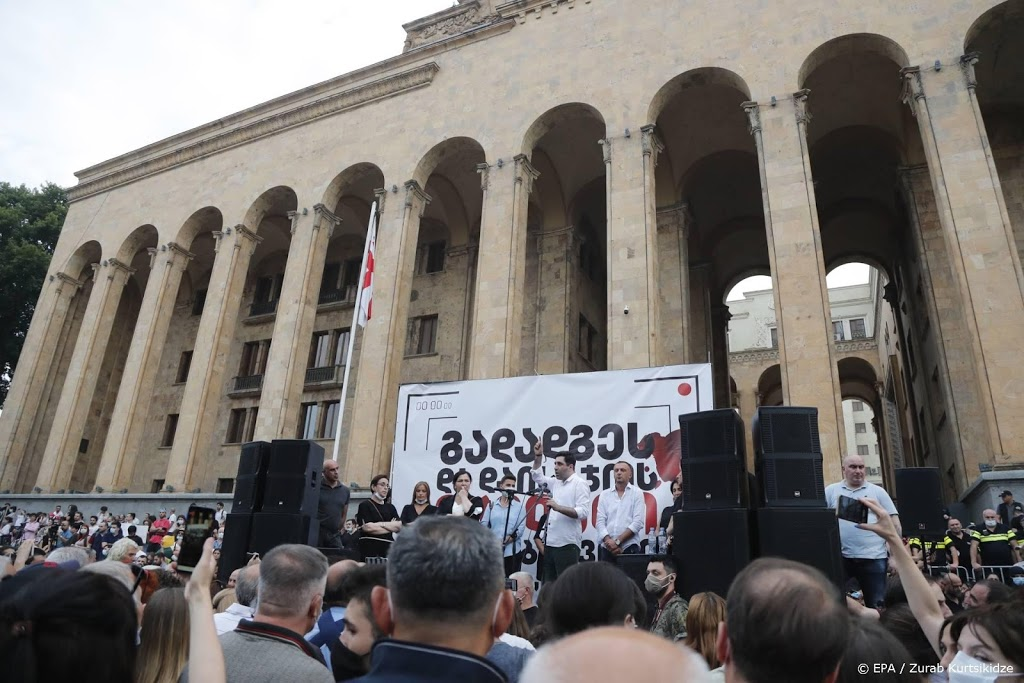 Duizenden Georgiërs eisen vertrek regering na dood cameraman