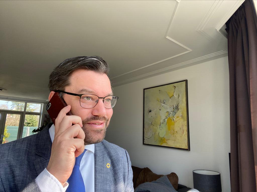 Burgemeester van Drechterland 24 uur per dag telefonisch voor inwoners bereikbaar: 'Mensen moeten nu bij mij terechtkunnen'