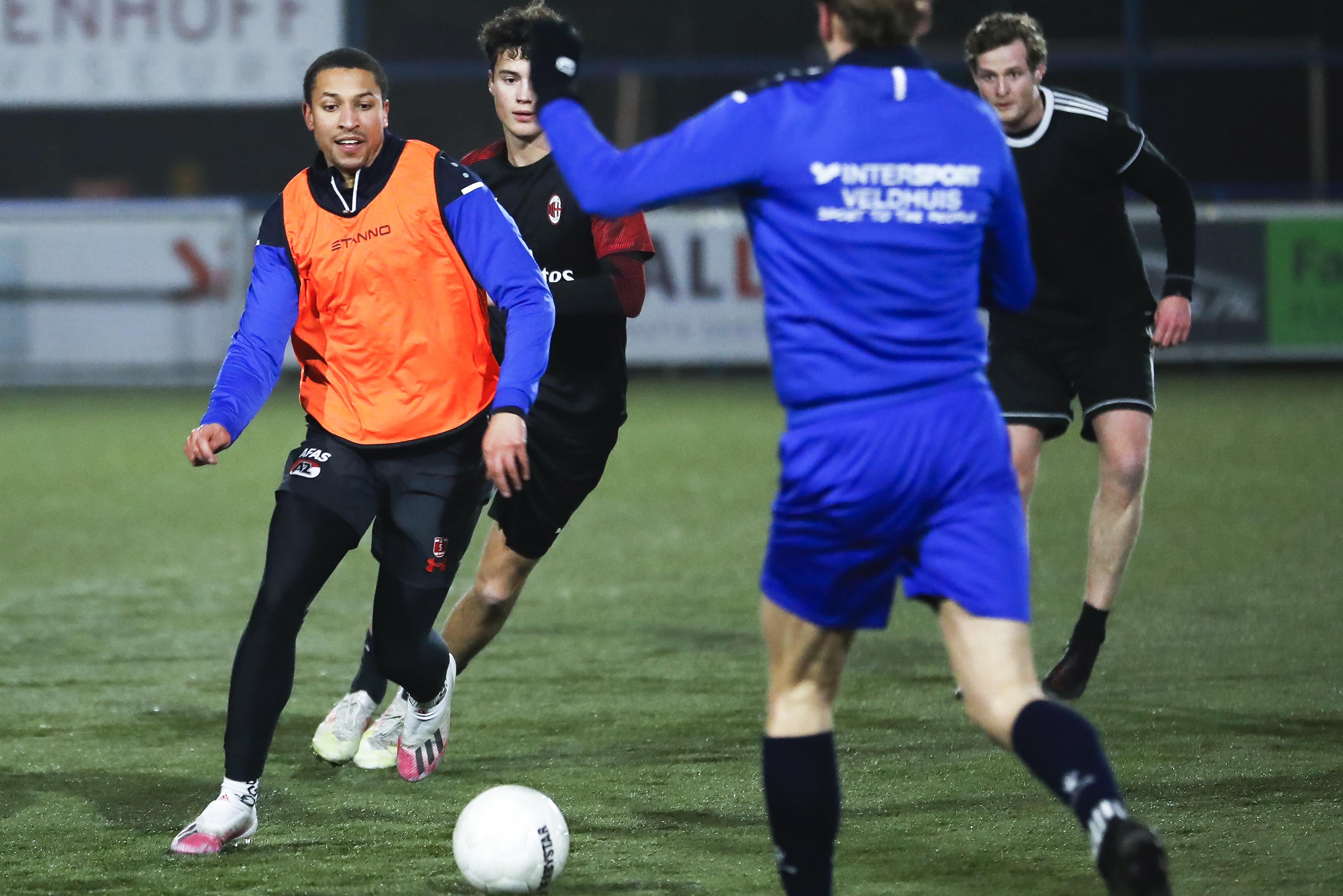 Voetballers van ADO'20 genieten tijdens hun eerste training sinds drie maanden: 'We mogen eindelijk weer'