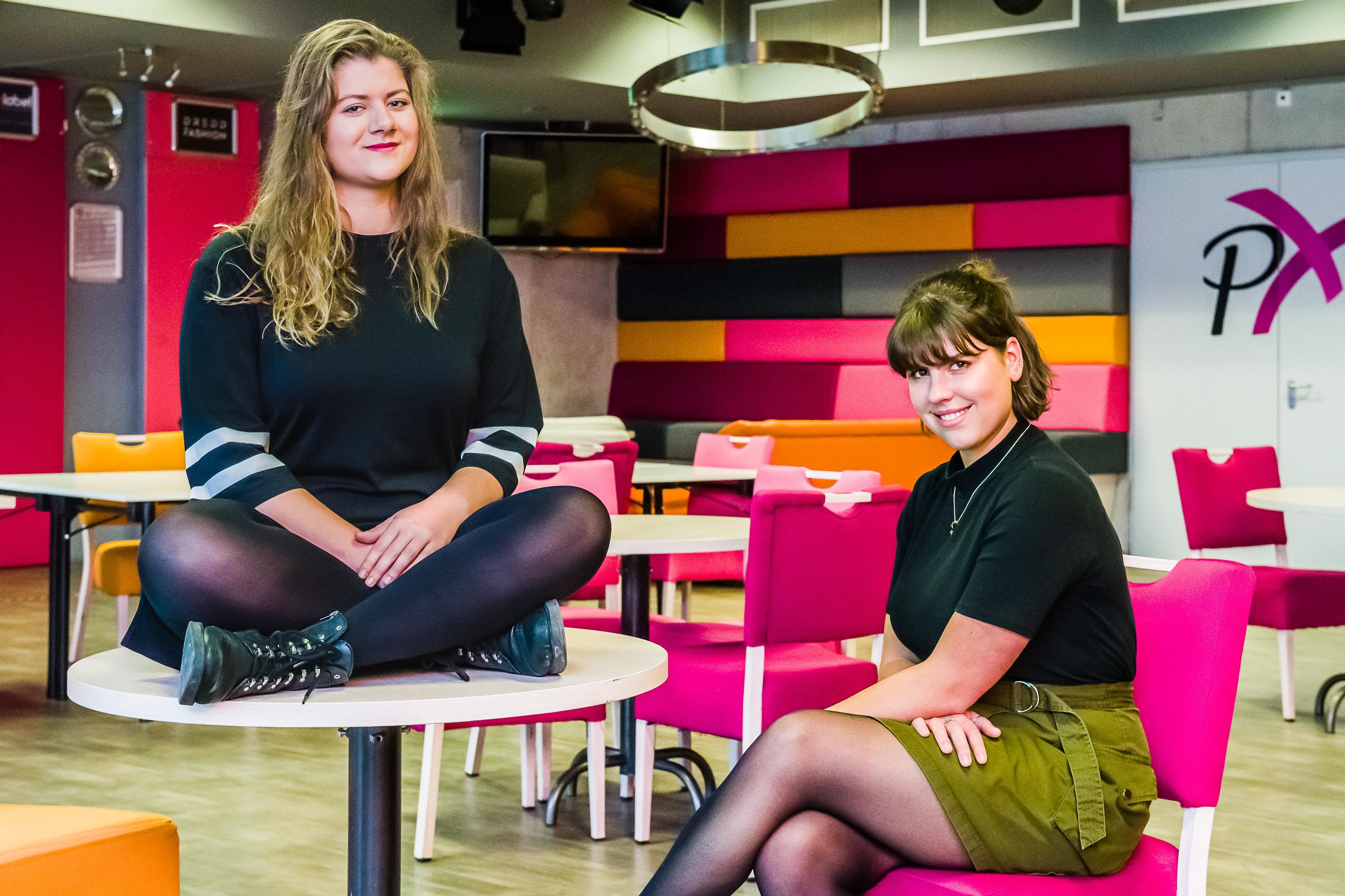De jongeren van EnClave Magazine uit Edam-Volendam schrijven over wat speelt, ook al is het gevoelig: 'Zwarte Pieten-discussie of seksuele geaardheid; divers geluid laten horen'