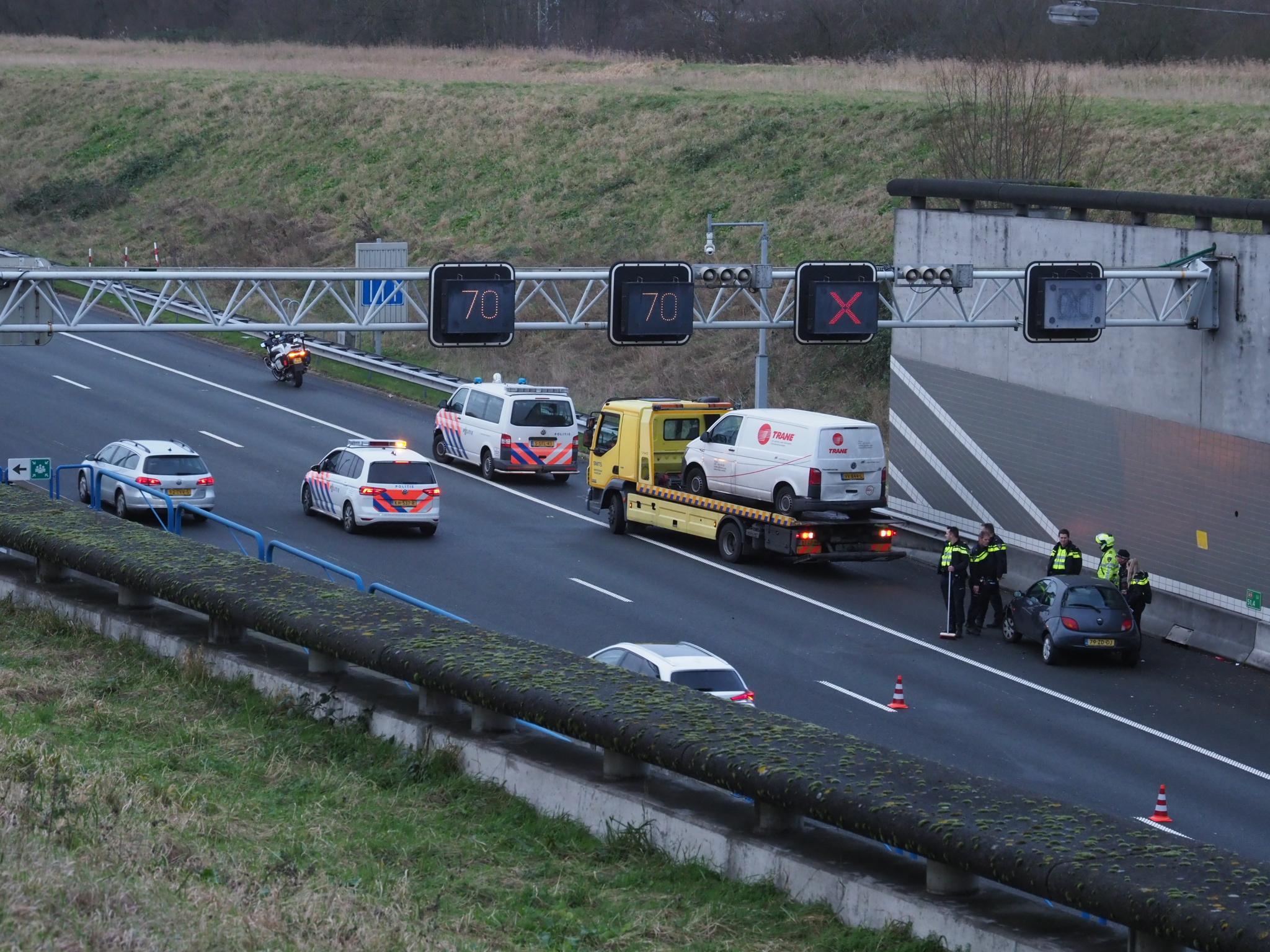 Veel vertraging op A9 door afsluiting en ontruiming Wijkertunnel na auto-ongeluk [update]