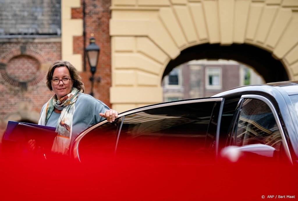 Minister Van Ark neemt zes weken rust wegens nekproblemen