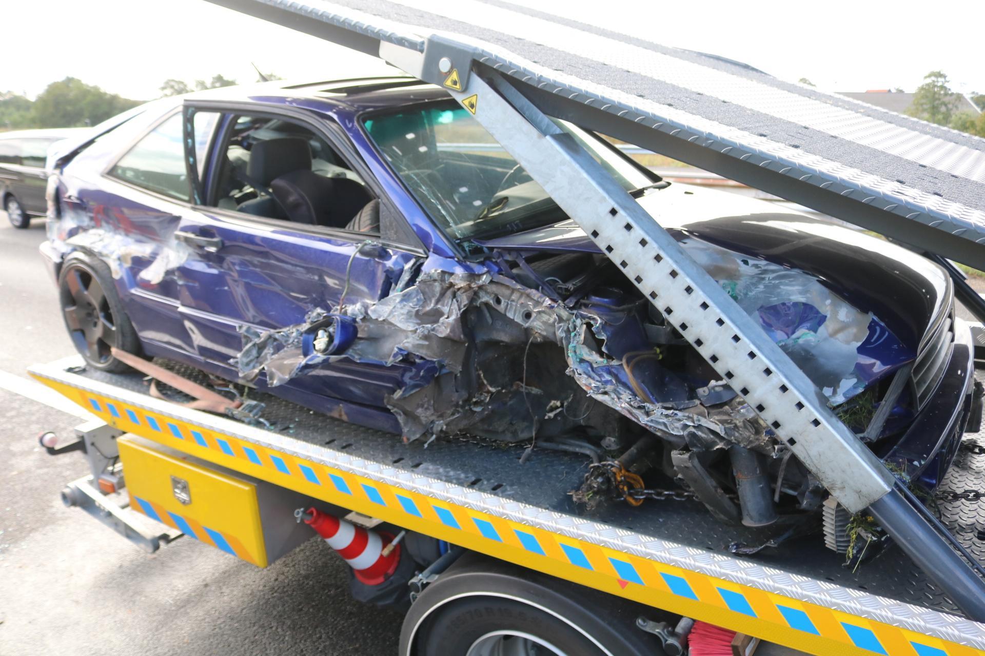 Gewonde en veel schade bij ongeluk op A44 bij Leiden