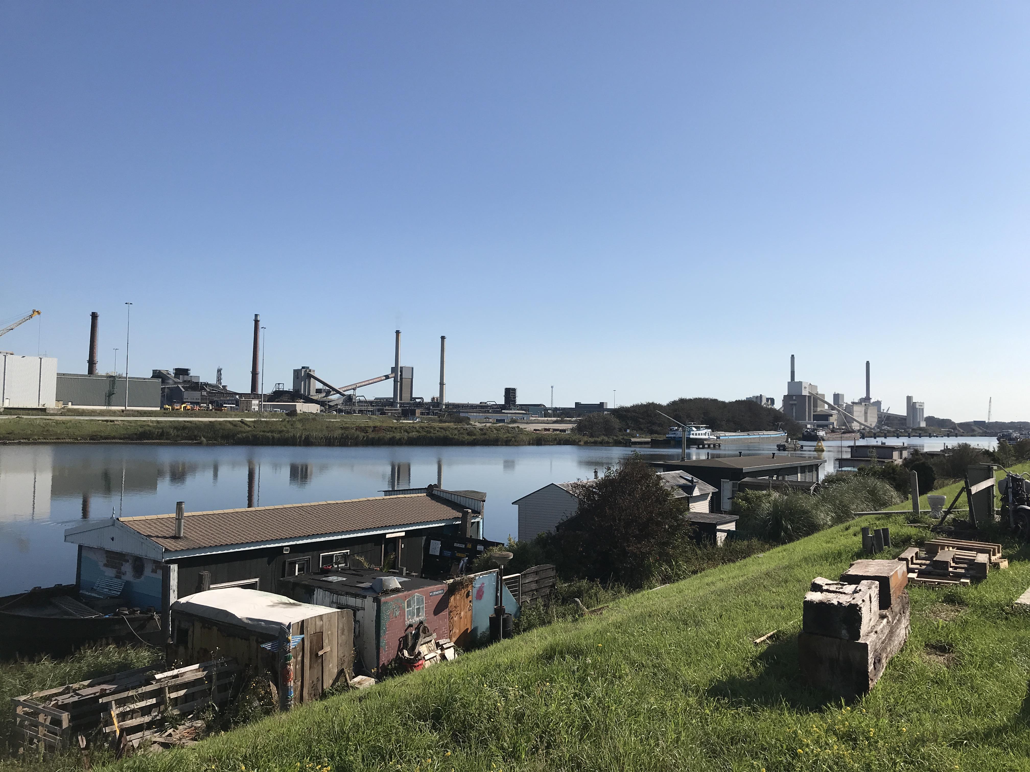 Woonschepen IJmuiden moeten wél weg vanwege windmolens: geopenbaarde documenten wijzen op een direct verband