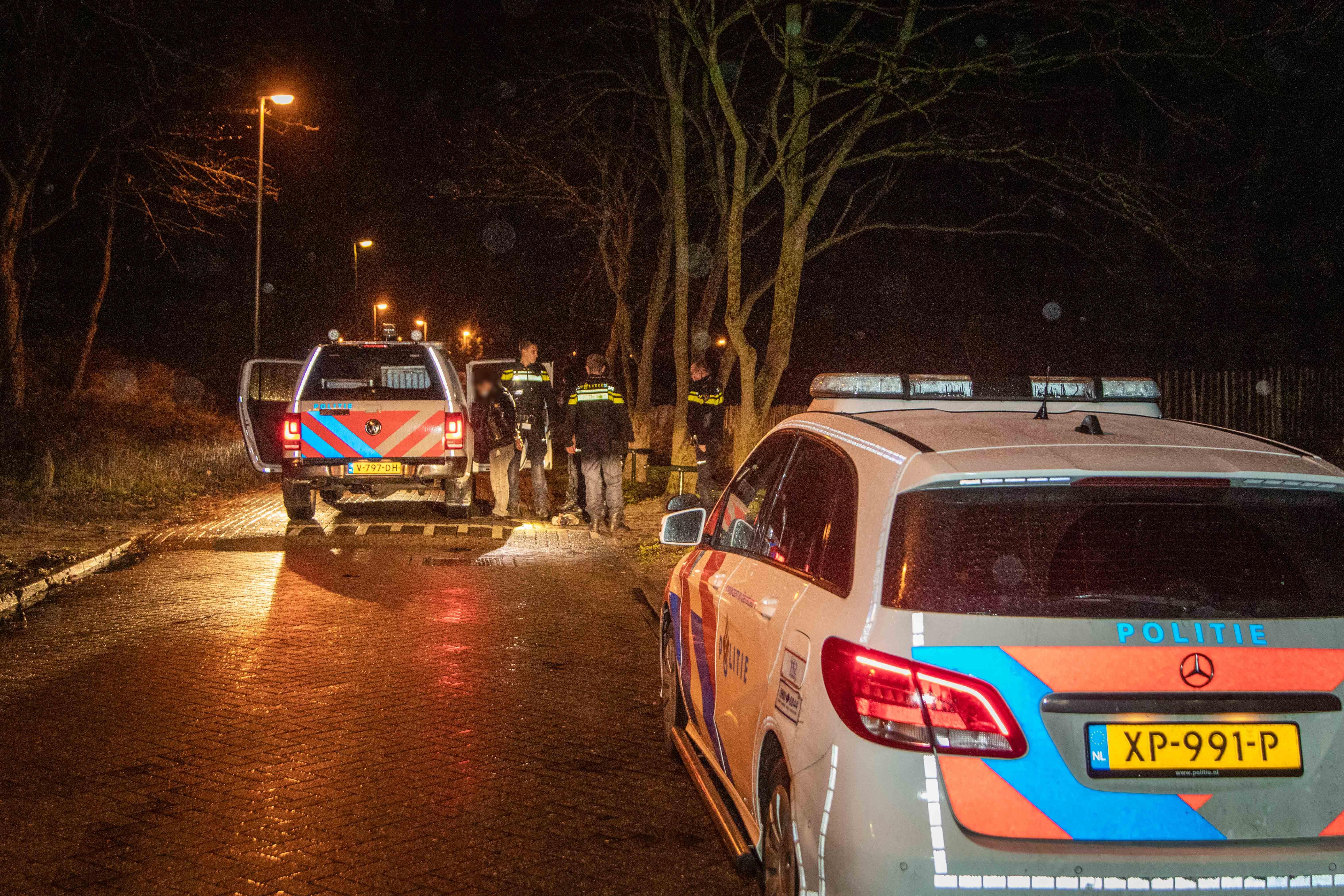 Eén persoon aangehouden na beroving in Zandvoort, twee verdachten voortvluchtig