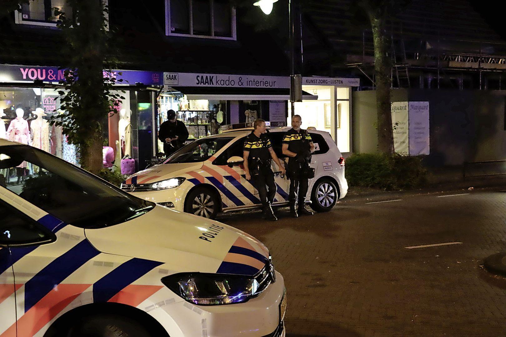 Wederom onrustig op kermis in Laren, politie gebruikt politiehonden om jongeren uiteen te drijven