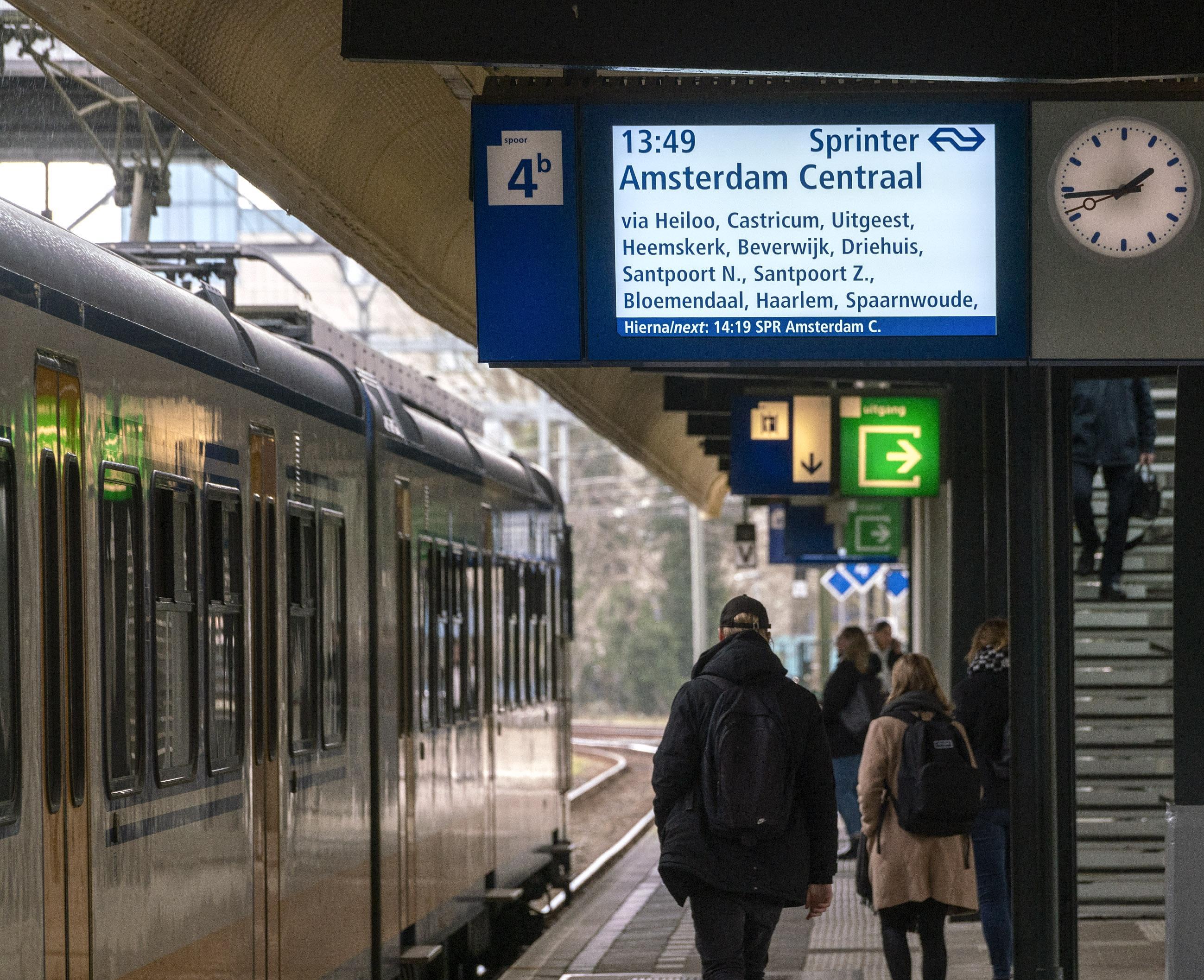 Minister vindt de treinverbinding van Alkmaar via Haarlem naar Den Haag verder prima zo, zegt ze op vragen van Kamerlid en treinreiziger Rudmer Heerema
