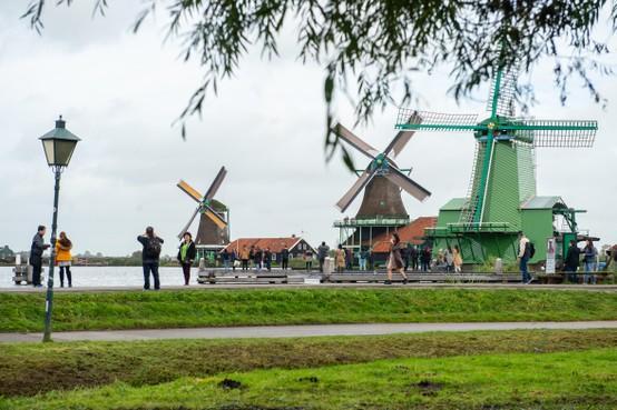 Zaanse Schans dicht met paasdagen, voetbalkooien en skatebanen in Zaandam, Purmerend, Assendelft en Koog aan de Zaan verboden toegang