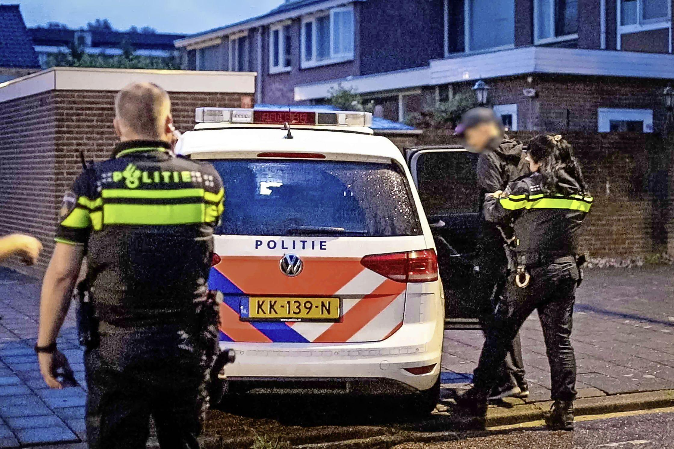 Twee inbraakverdachten aangehouden in tuin Zwanenburg na zoekactie met politiehelikopter