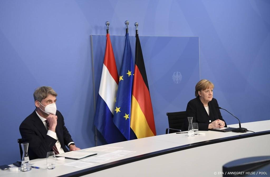 Merkel 'deemoedig' in 5 mei-lezing: Duitse misdaden verjaren niet