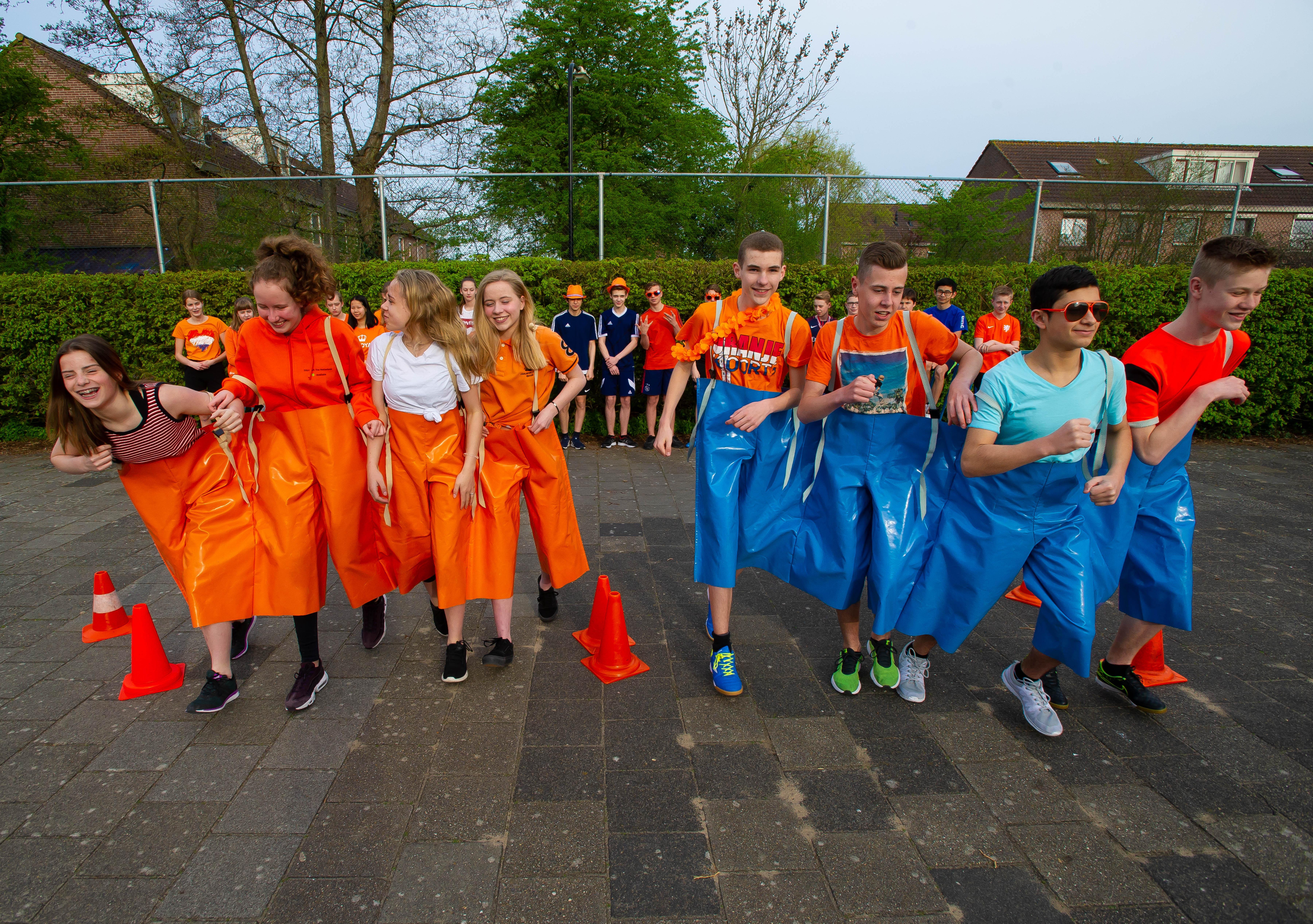Leerlingen Bertrand klaar voor koningsspelen bij De Hoeksteen in Krommenie