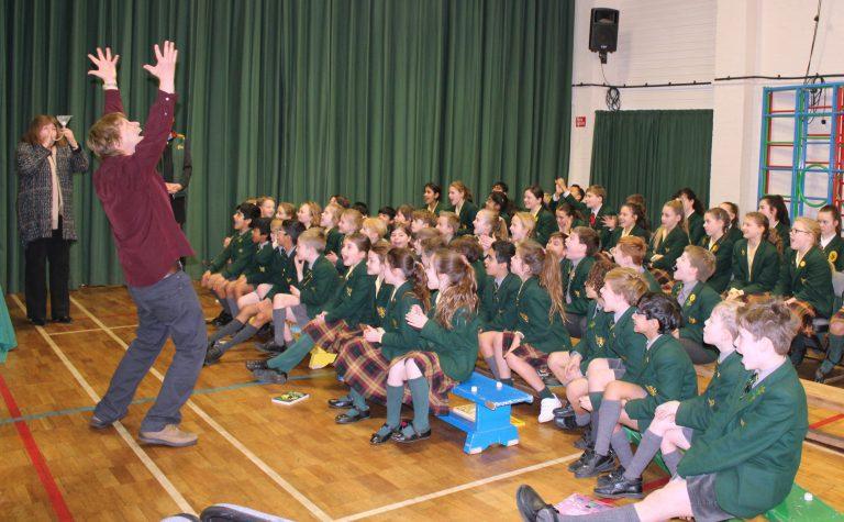 De missie van de Britse schrijver Nick Arnold: 'Elk kind aan de wetenschap'