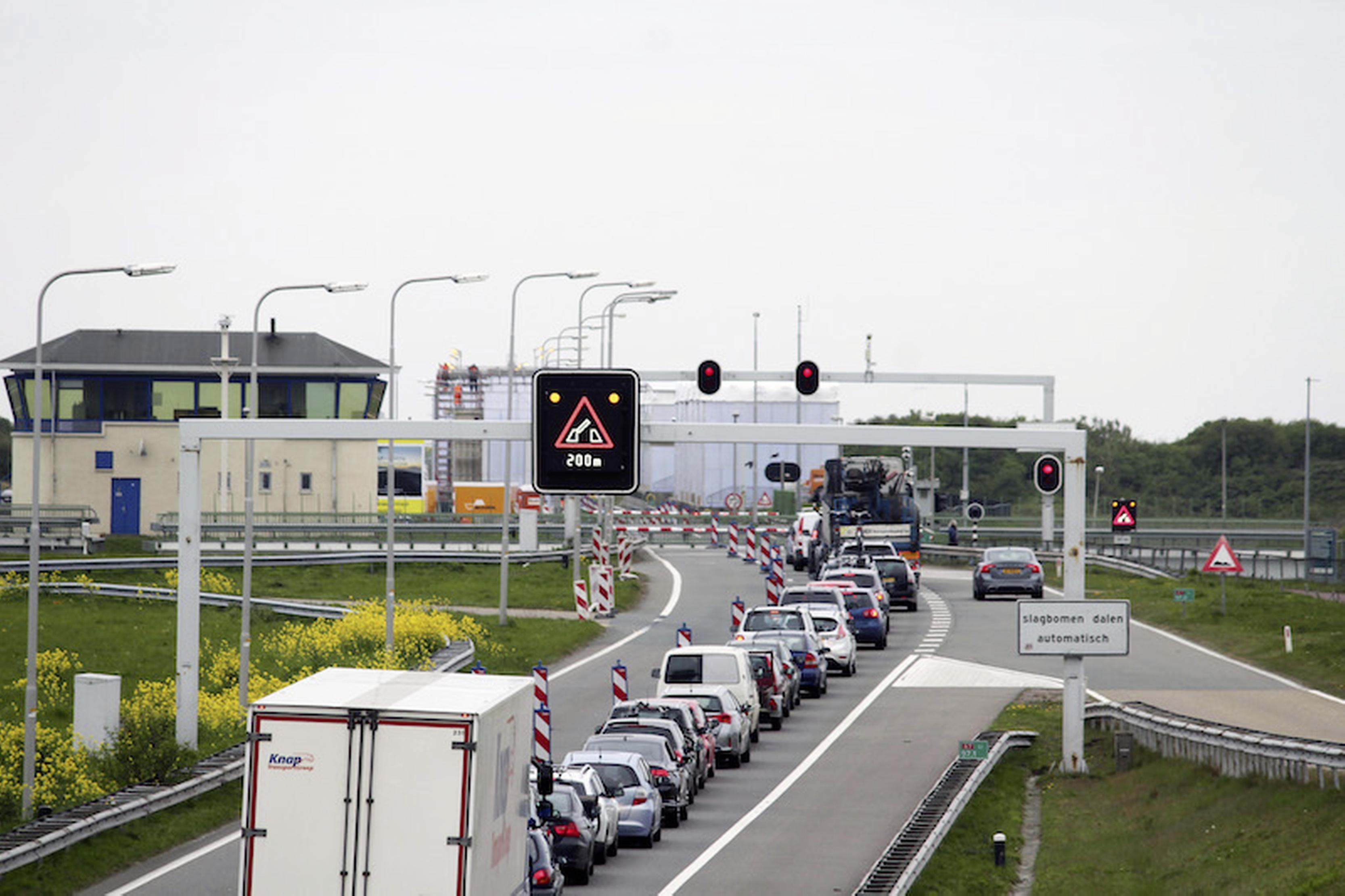 Afsluitdijk richting Noord-Holland dicht door storing [update]