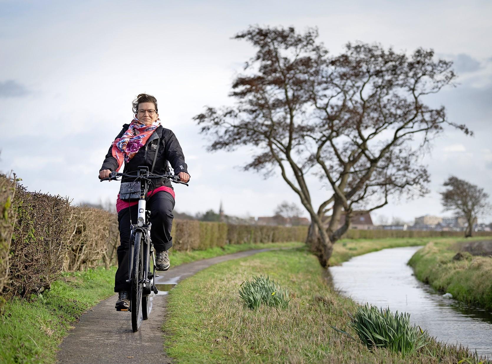 Nieuwe fiets- en wandelroutes met gids door de Bollenstreek: 'Als je zelf verrast bent geweest door wat je ziet, kun je er leuk over vertellen'