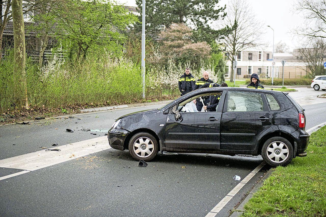 Automobiliste raakt gewond bij ongeluk in Hoofddorp; Paxlaan afgesloten