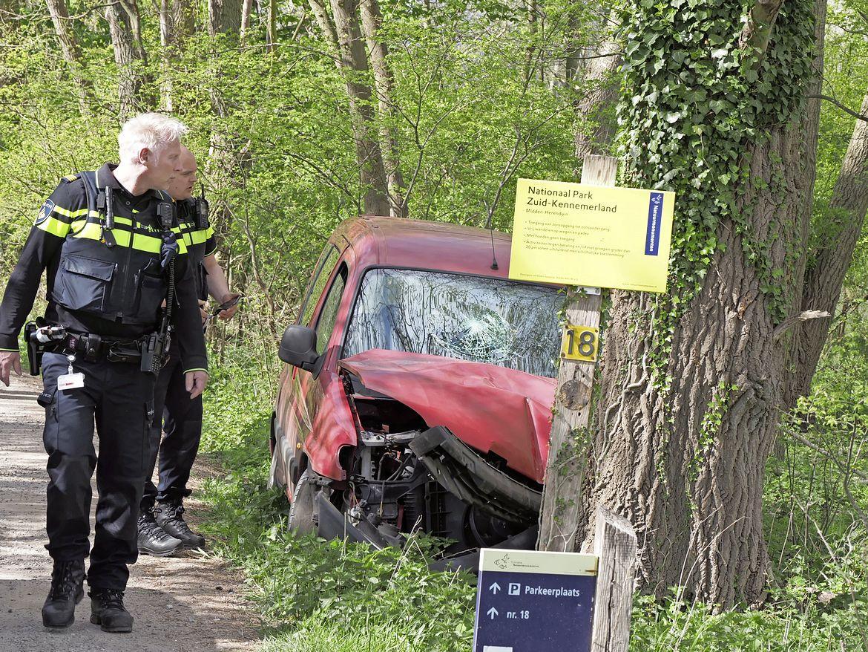 Familie brengt gevluchte bestuurder terug naar de politie na botsing in Driehuis