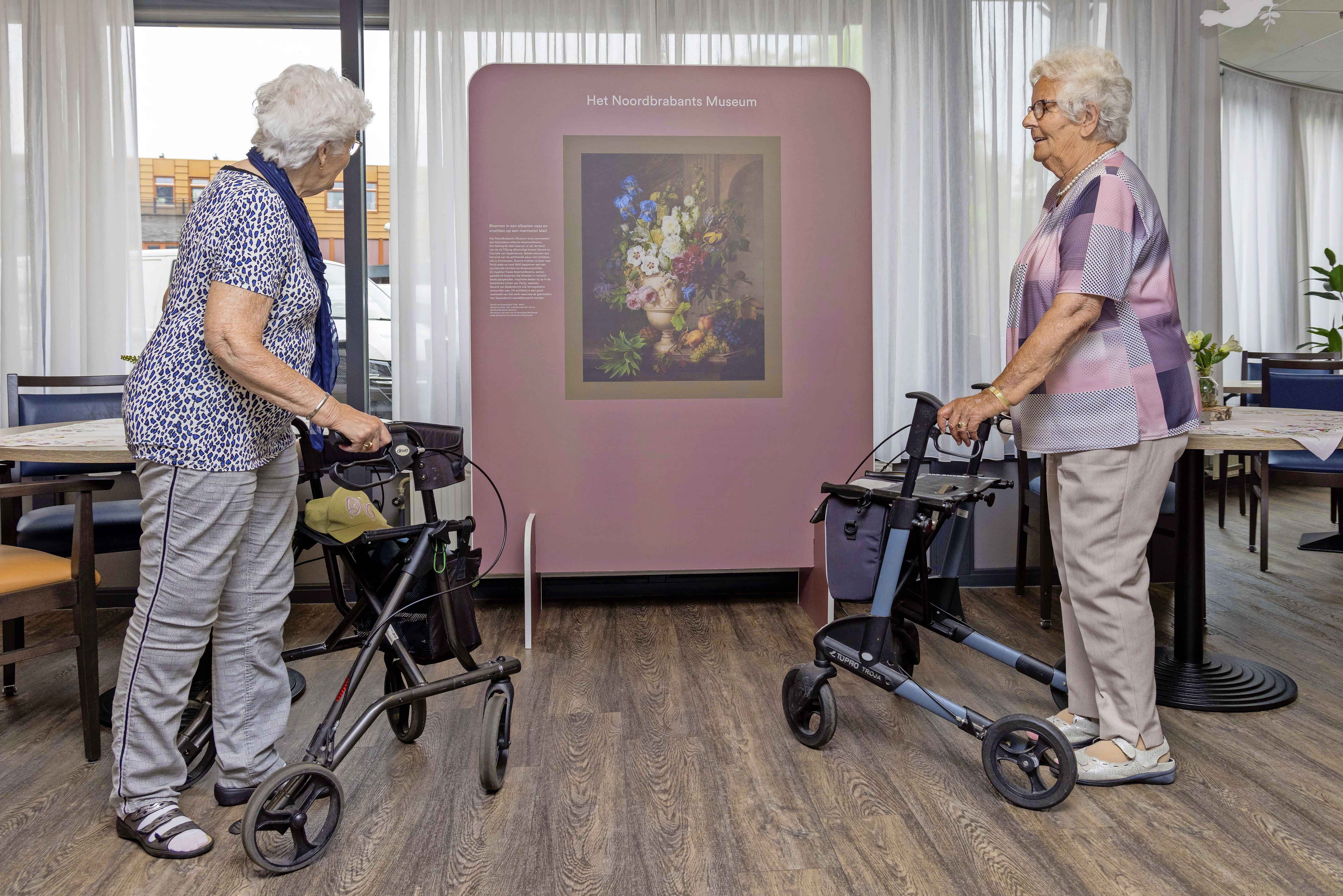 Vaderlandse 'topstukken' in zorgcentrum. Na de pandemie zitten ouderen eerste rang in rondreizend museum