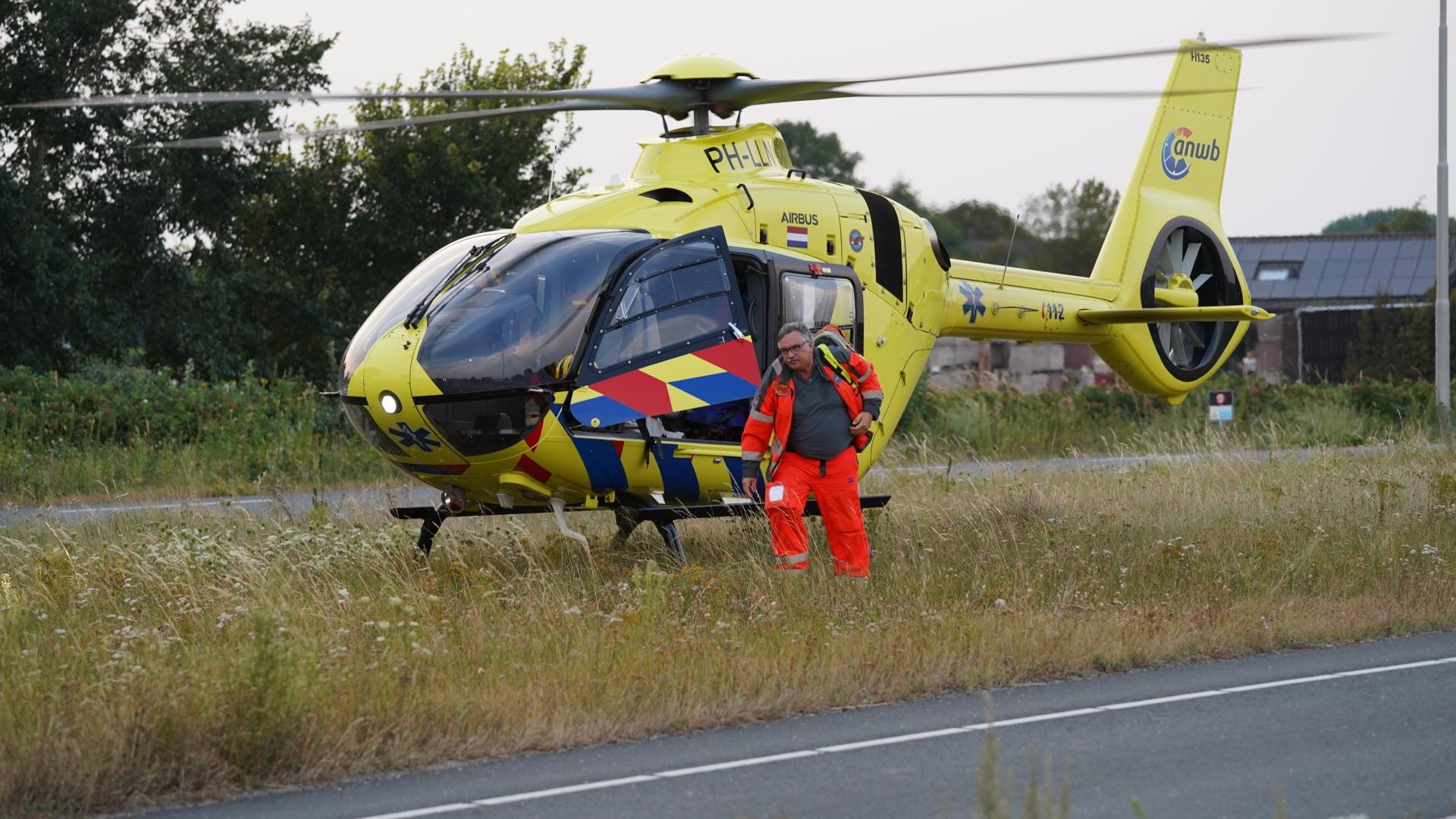 Fietsster zwaargewond bij eenzijdig ongeval in Egmond-Binnen, traumahelikopter ter plaatse