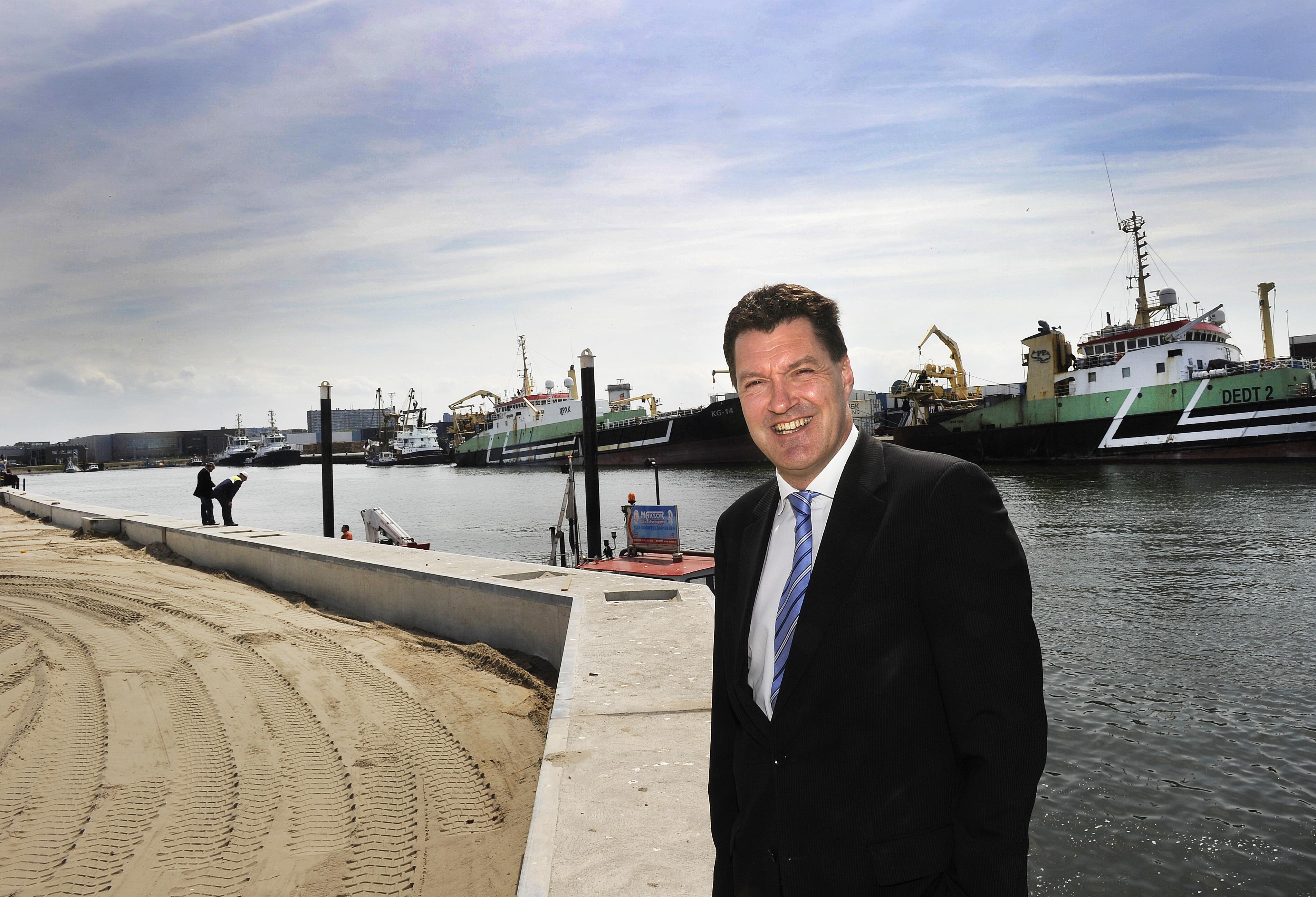 De provincie heeft geld voor duurzame havenprojecten, zoals walstroom in de haven van IJmuiden. 'Zodat de uitstoot van voor de kade liggende schepen wordt beperkt', stelt directeur Peter van de Meerakker van Zeehaven IJmuiden
