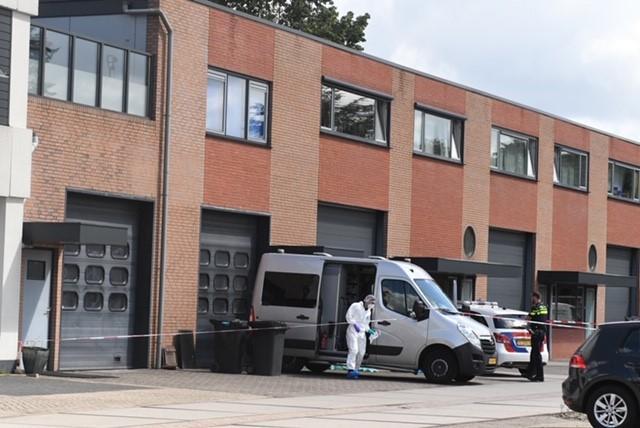 Politie vindt lichaam van overleden persoon in Leimuiden