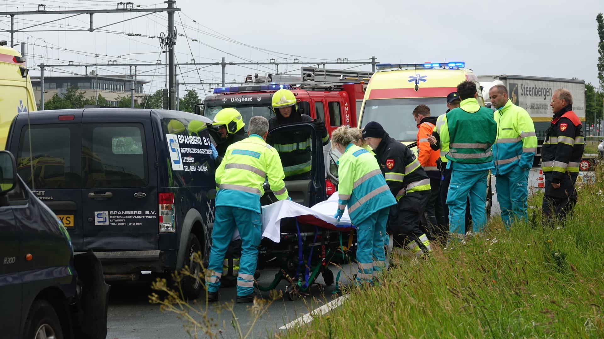 Twee gewonden bij kop-staartbotsing in Uitgeest