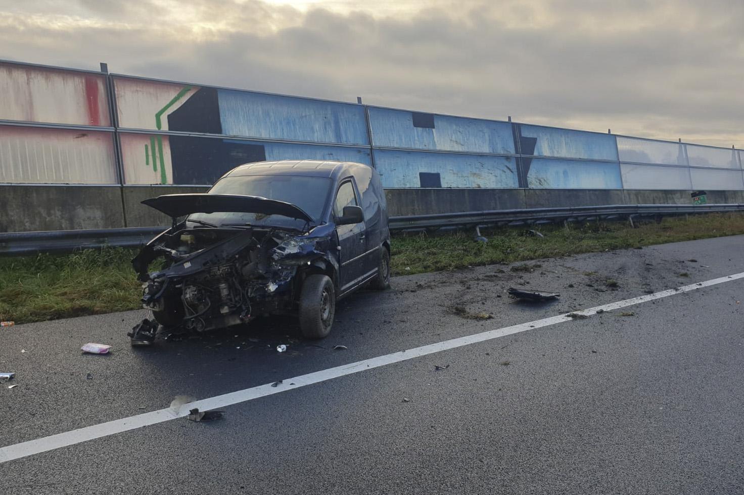Auto zwaar beschadigd bij ongeval op A4 bij Roelofarendsveen