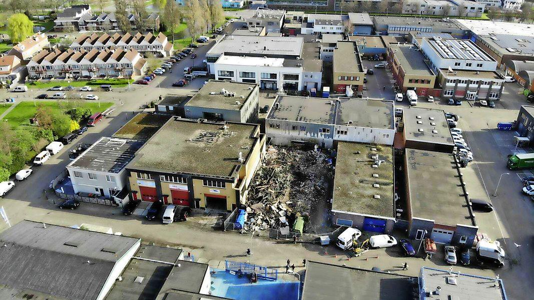 Grote brand in Volendam leidt tot bijzondere vondst; hennepkwekerijen bij toeval aangetroffen in twee ontruimde panden