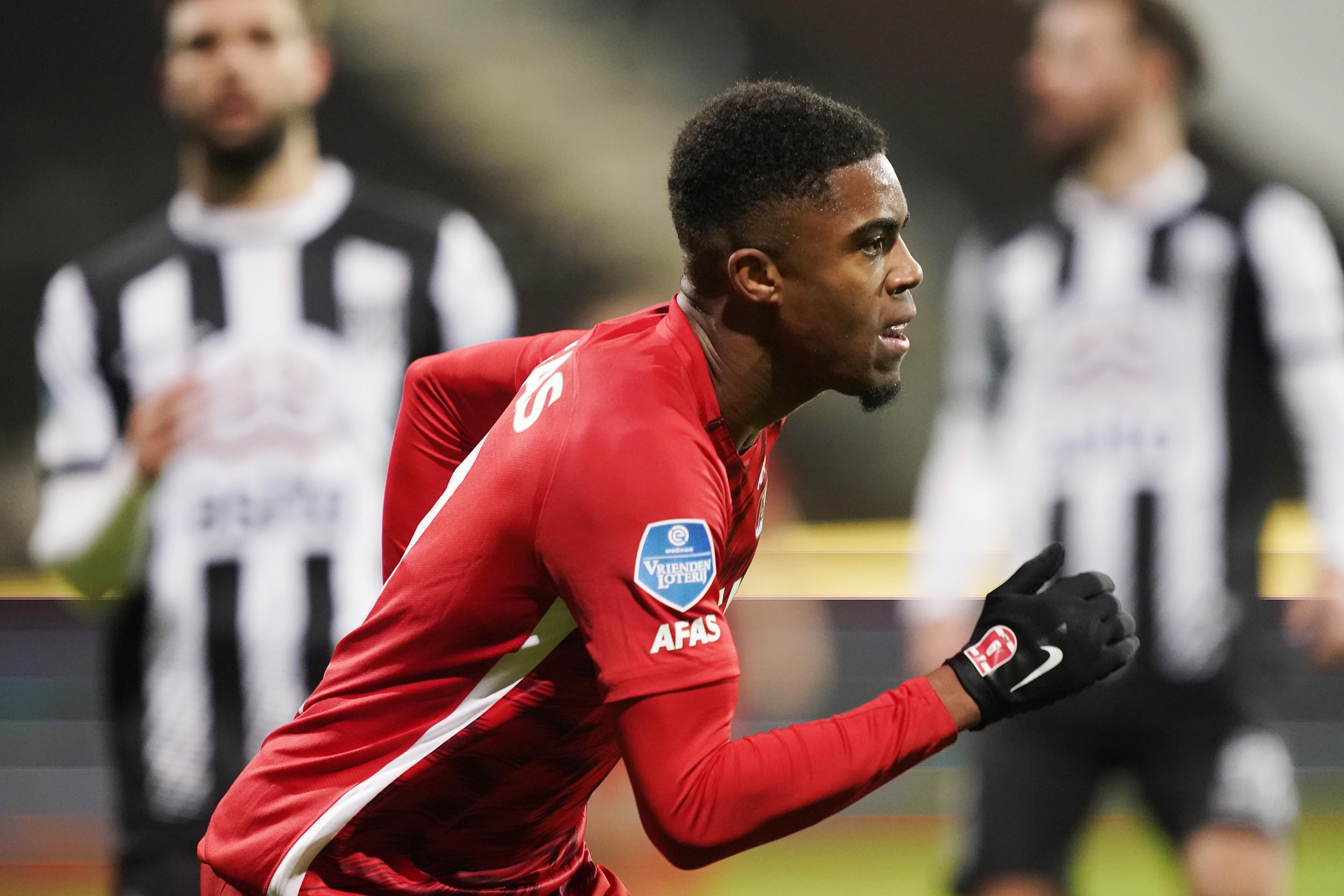 Myron Boadu scoort en is weer écht terug na zijn coronabesmetting: 'Na een sprintje op de training stond ik meteen met m'n handen op m'n knieën. Het was behelpen'