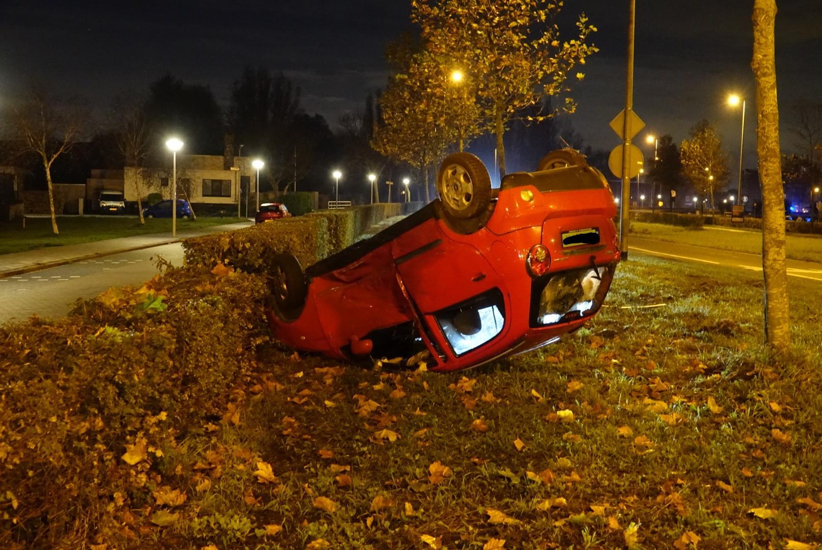 Auto rijdt op geparkeerde auto in Wormerveer: bestuurder spoorloos