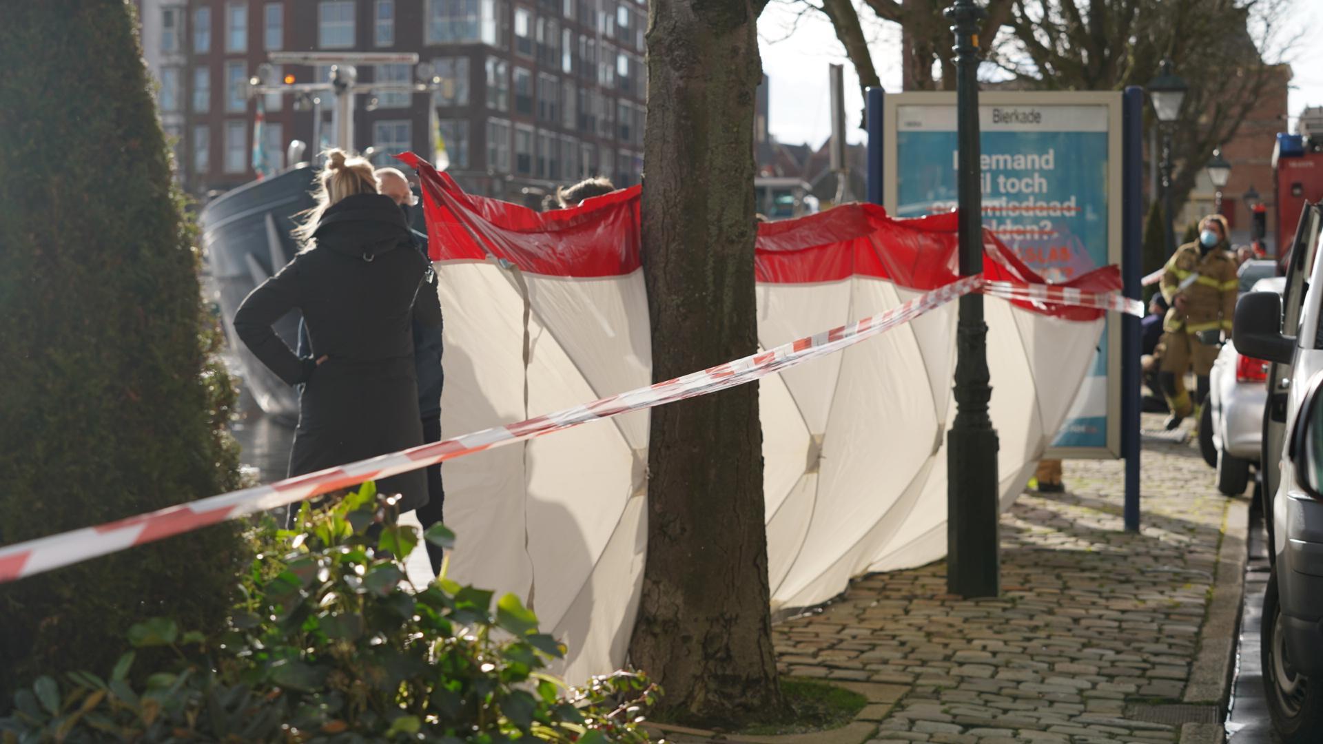 Zak met 'lichaamsdelen' in water bij Bierkade in Alkmaar blijkt levensechte pop