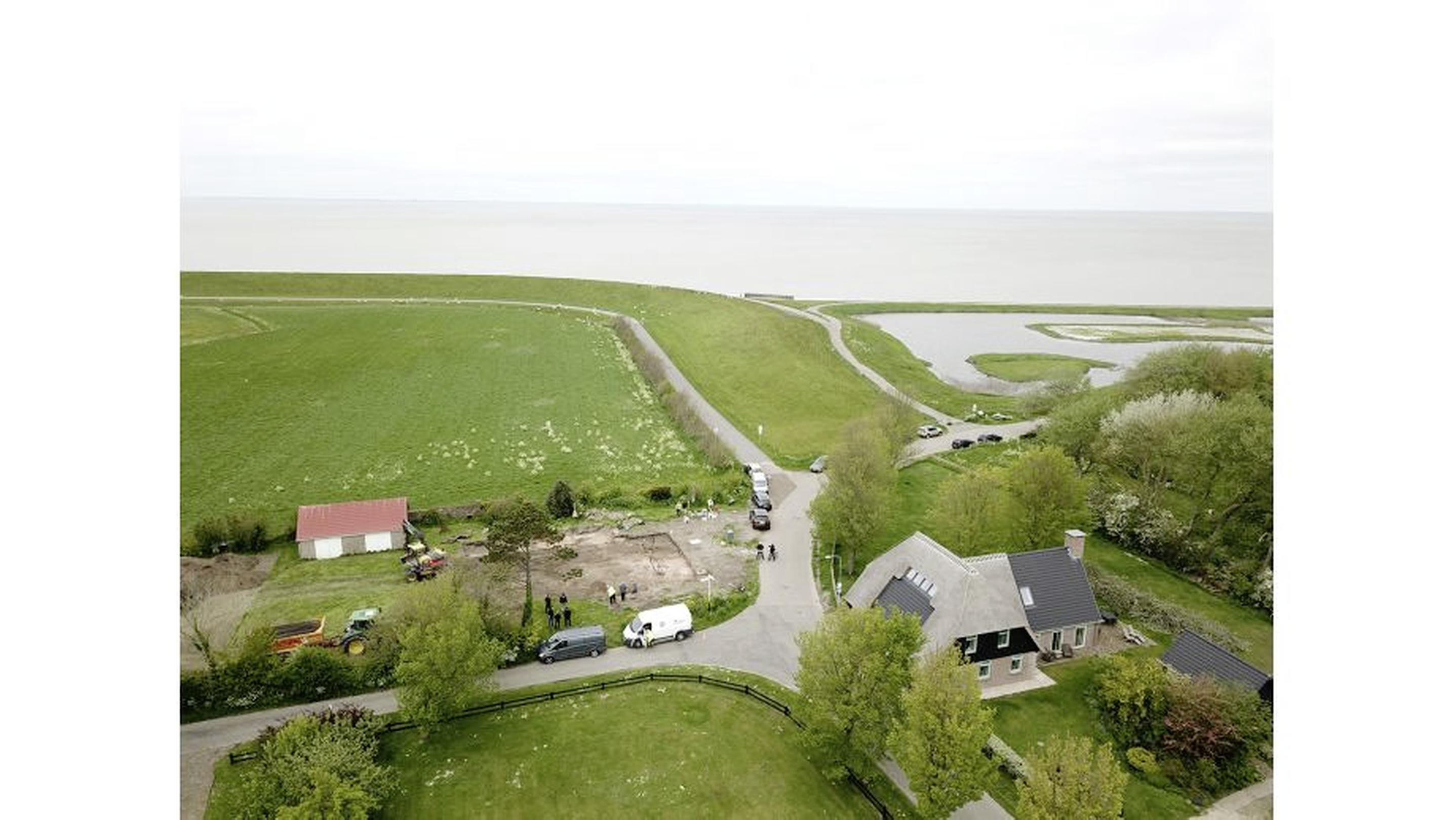 Kinderschedel gevonden op het hoogste punt van oostelijk Wieringen. Een mysterie. Werd het kind geofferd door heidense Friezen?
