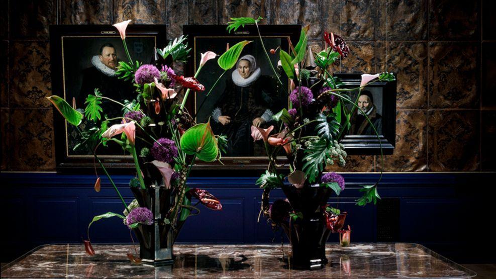 Creaties van bloemsierkunstenaar Paul Wijkmeijer op herfstflora in Frans Hals Museum Haarlem
