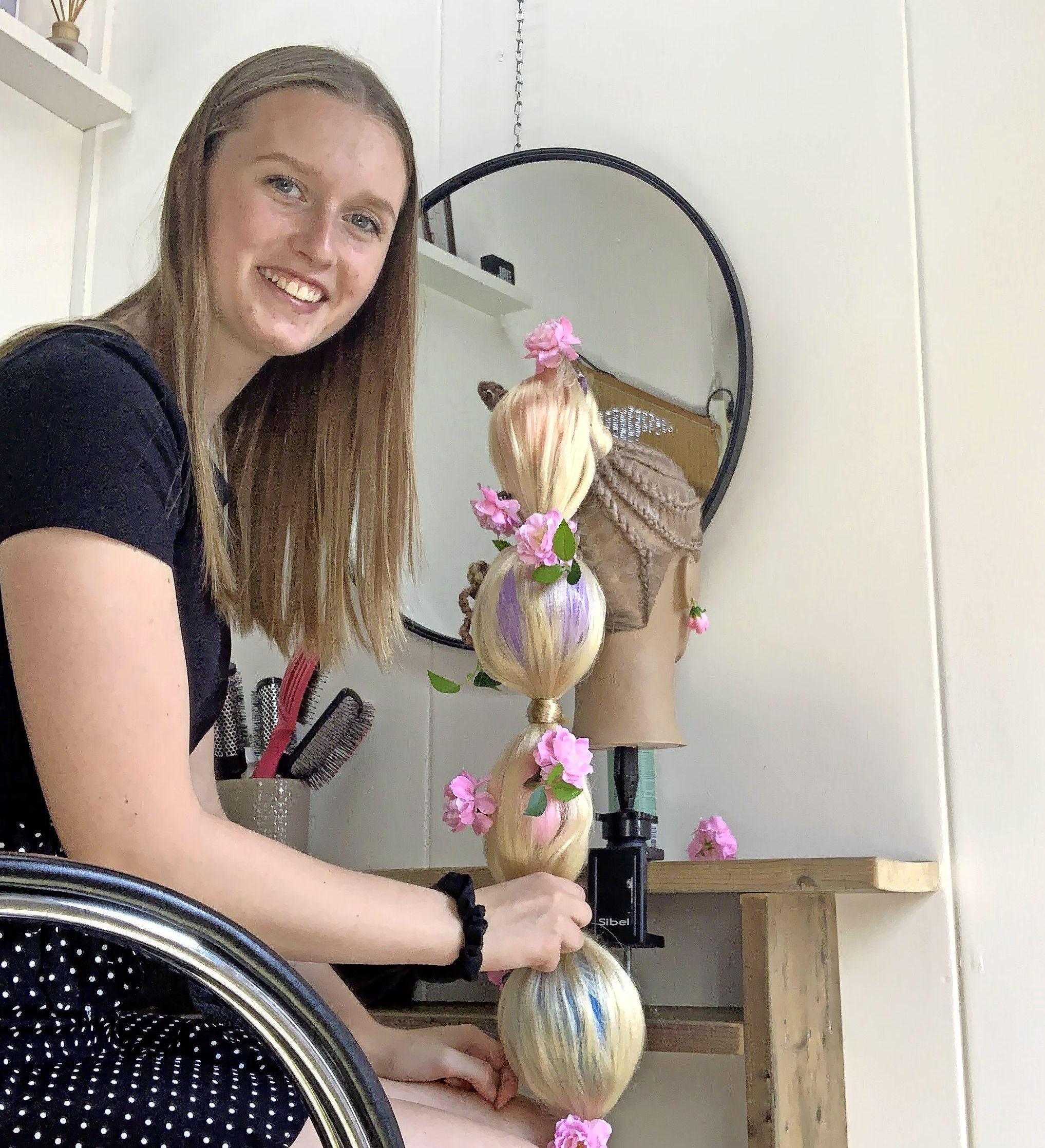 Derde plaats voor Anouk (17) uit Wormer bij internationale haarmodewedstrijd