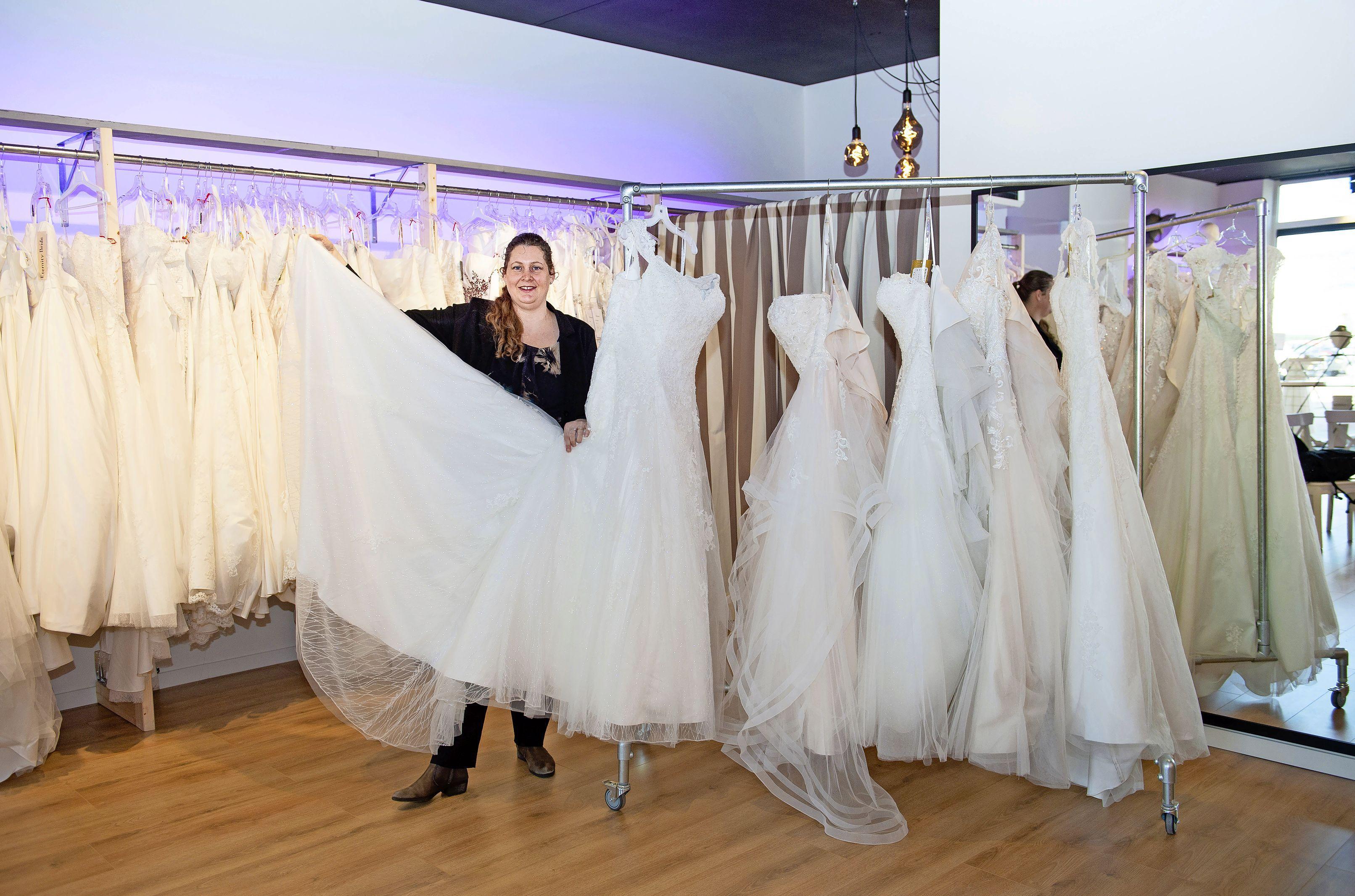 Nieuwe winkel Bruidsmode Mariska in Krommenie: 'Een bruidsjurk moet je sterke kanten benadrukken'