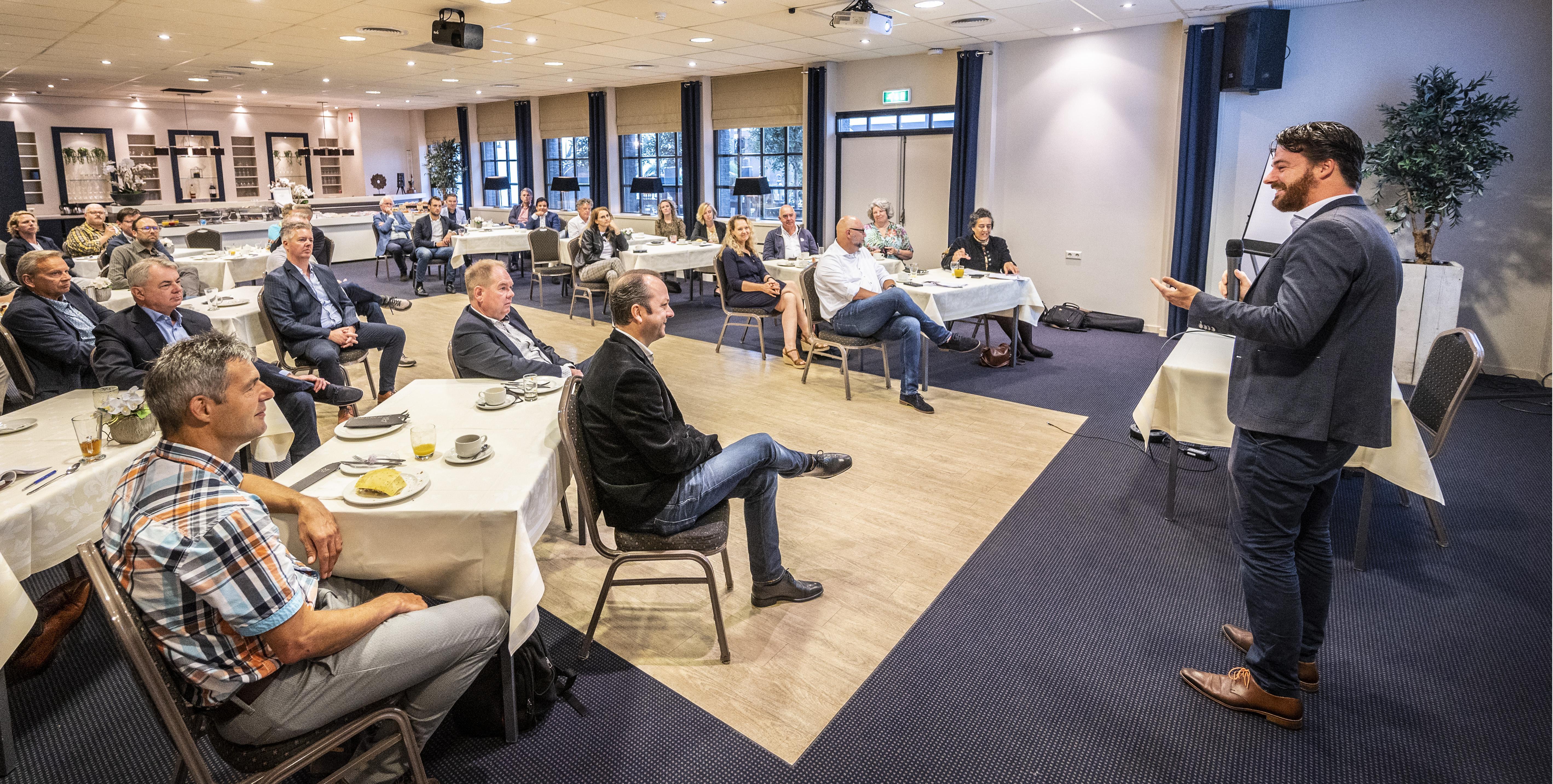 Haarlems wethouder Robbert Berkhout heeft eindelijk weer ondernemers voor zijn neus