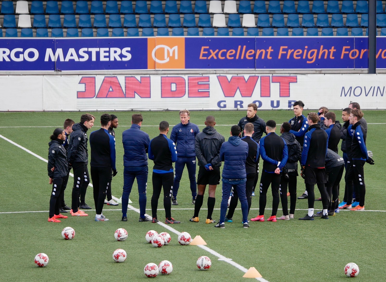 Teleurstelling bij Telstar: 'Voetbal heeft het de politiek gemakkelijk gemaakt' - AZ en FC Volendam wachten nog af
