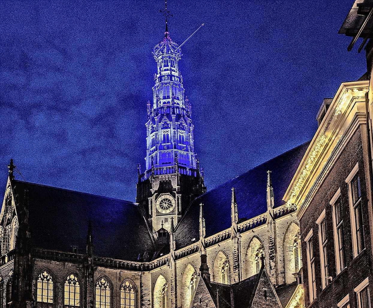 De Grote of St. Bavokerk in Haarlem vraagt aandacht voor Wereld Kanker Dag