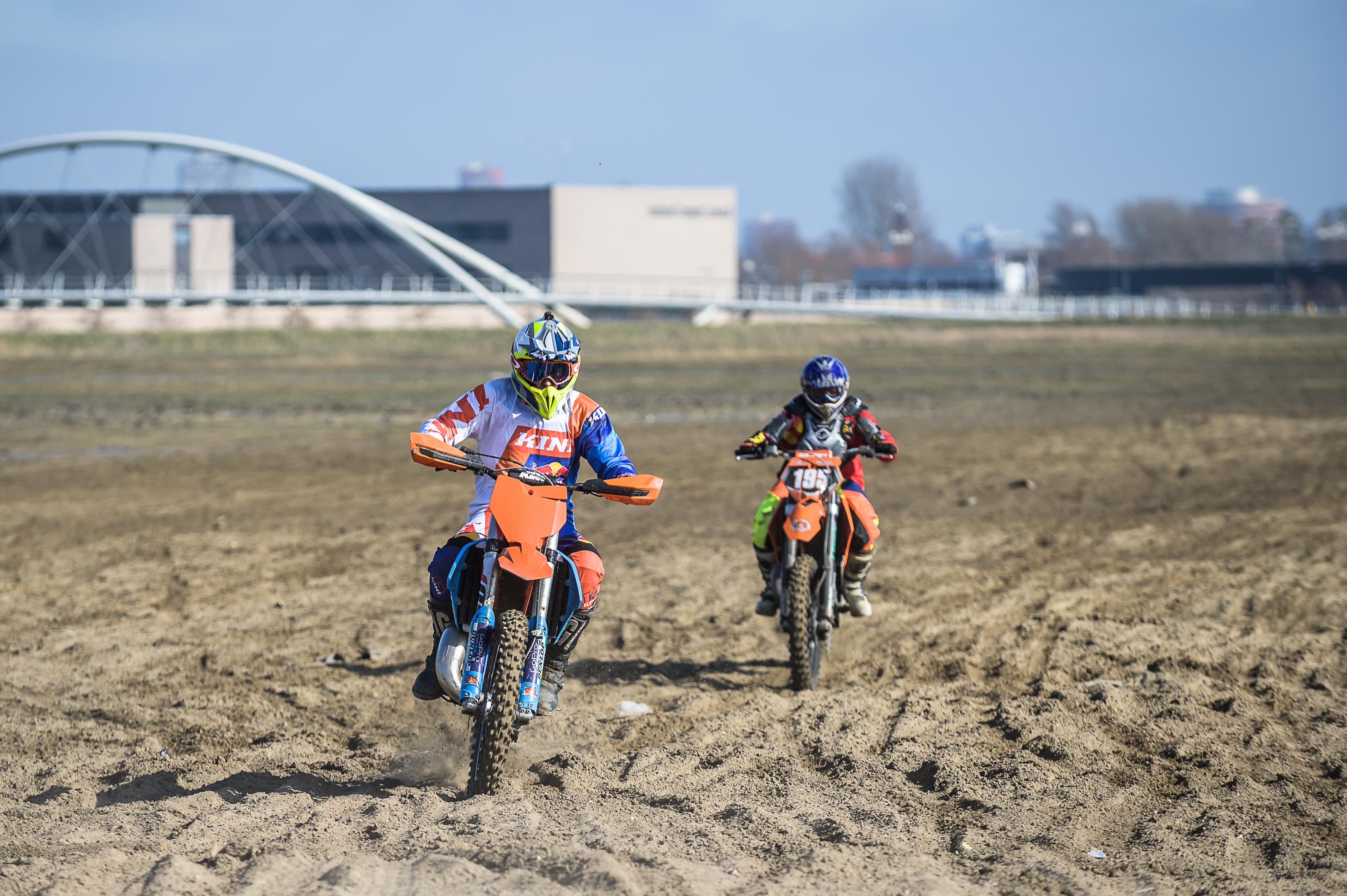 Motorcrossers op Hoogtij in Westzaan snappen weinig van de klachten: 'Geluidsoverlast? Hier?'