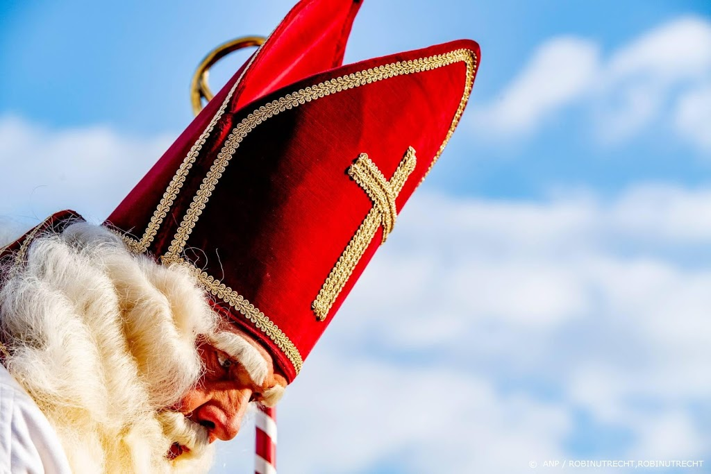 Sinterklaas is weer in het land, legt aan bij Dieuwertje Blokkade