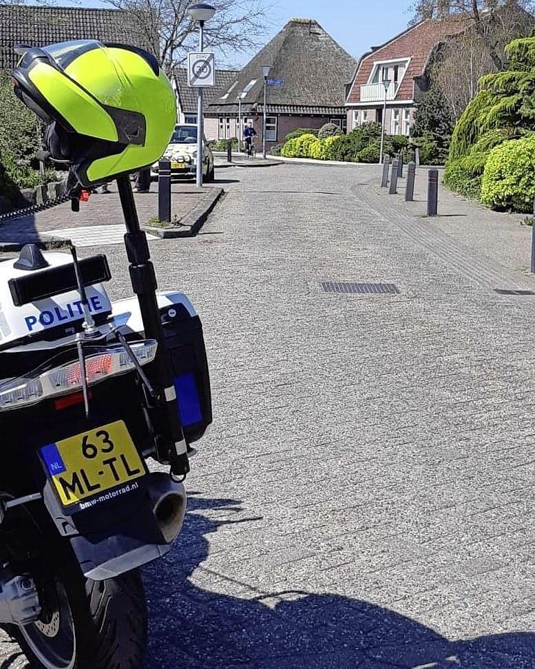 De blonde bestuurster die na ongeval in Warmenhuizen sorry zei en wegreed, is nog niet gevonden door de politie