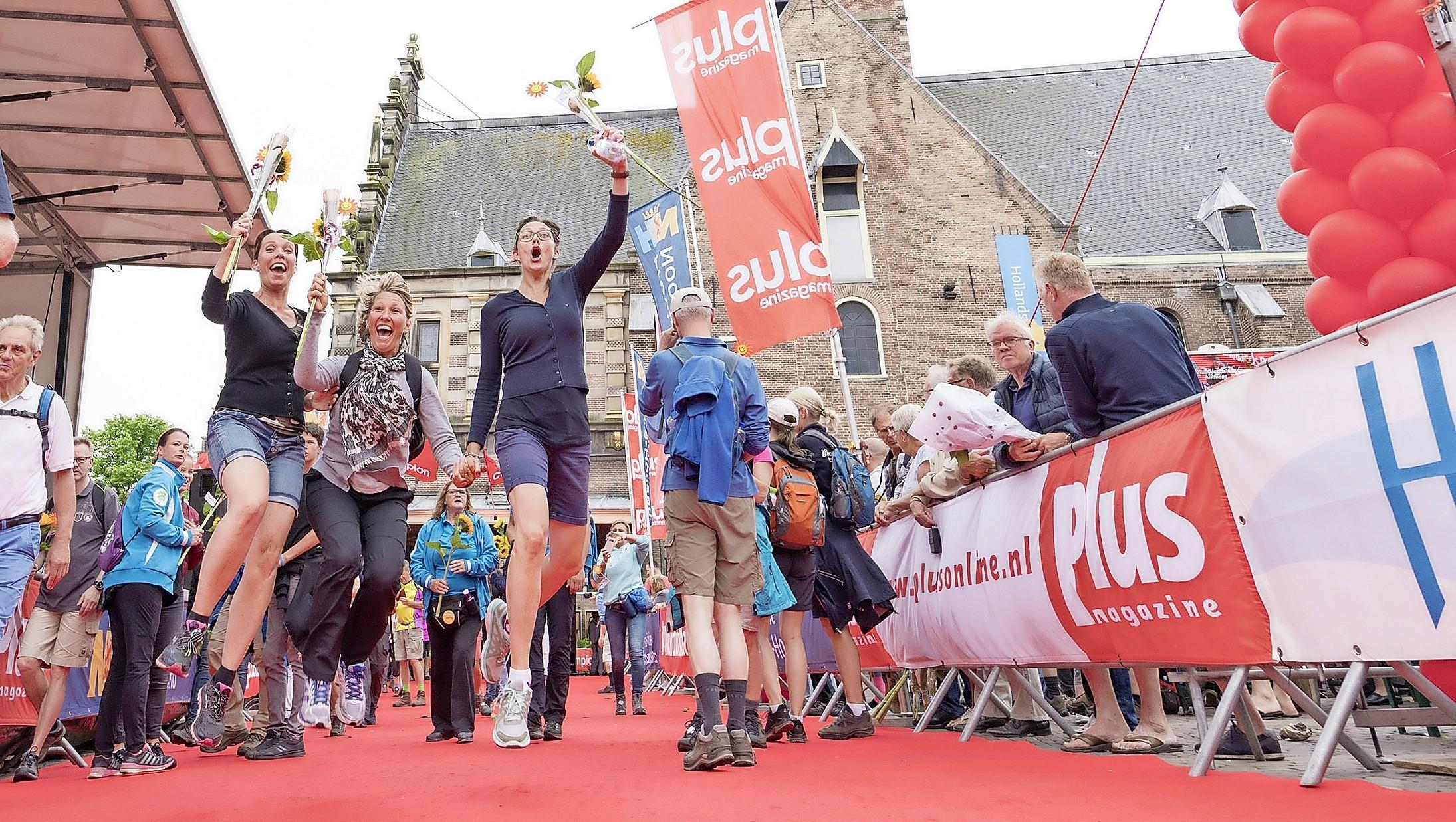 Intocht PlusWandel4daagse Alkmaar: 'Gemoedelijkheid is onze kwaliteit'