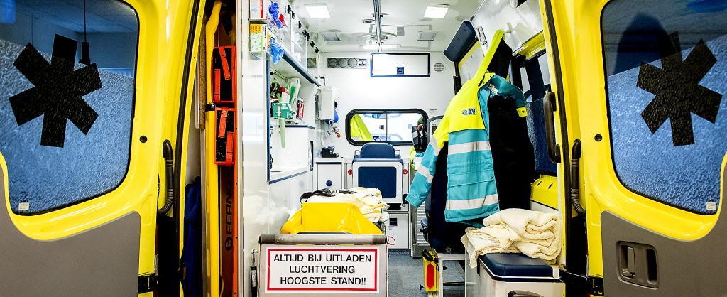 Ambulancepersoneel gegijzeld en bedreigd met messen door inwoner uit Broek op Langedijk