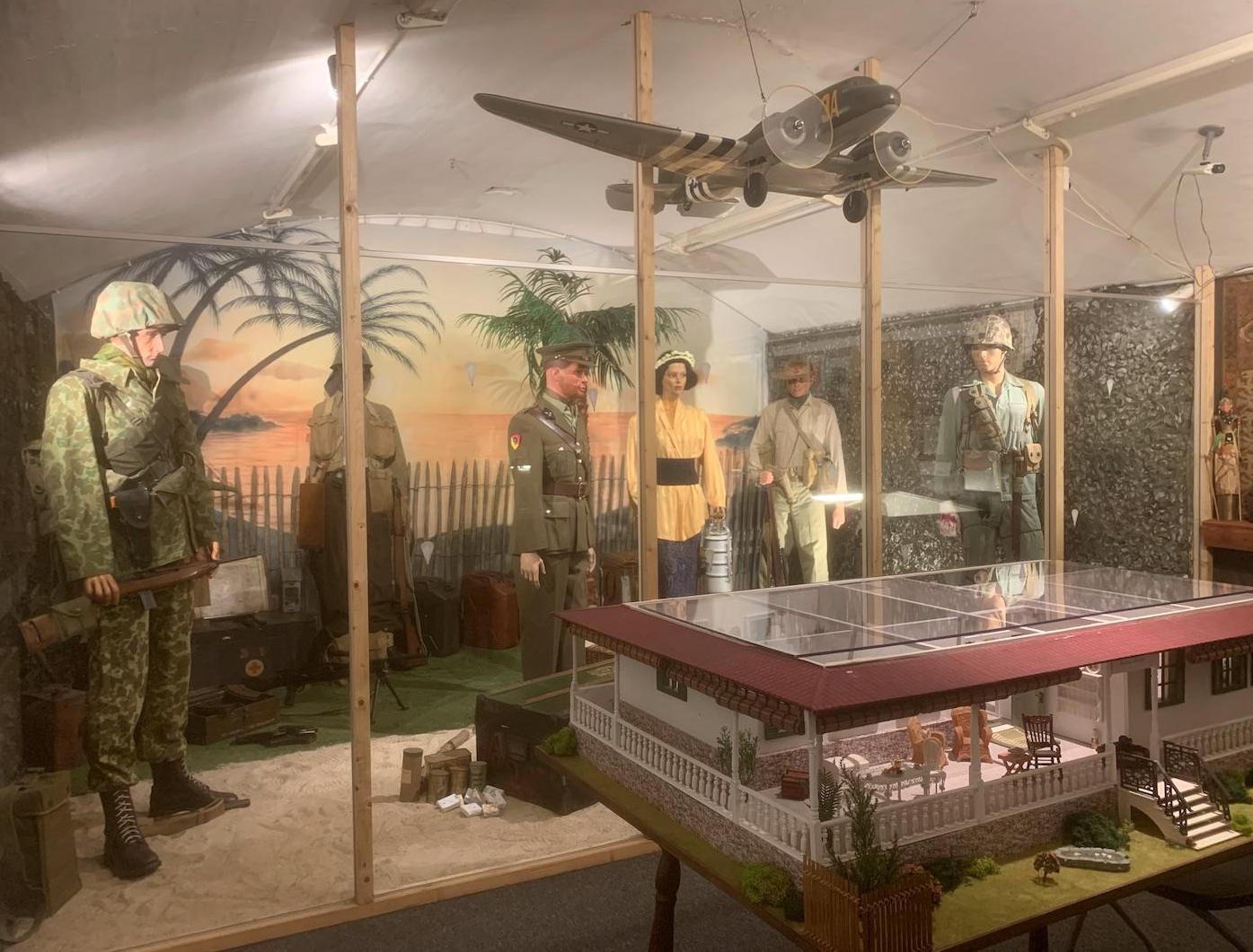 Het scannen is even wennen en voor de deur staan drie actievoerders, maar bij het Crash-museum zijn ze vooral blij dat ze weer open mogen